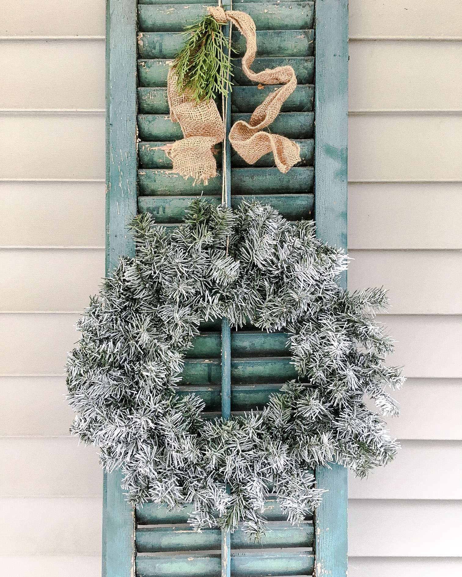 DIY Flocked Wreath…For The Outdoors!