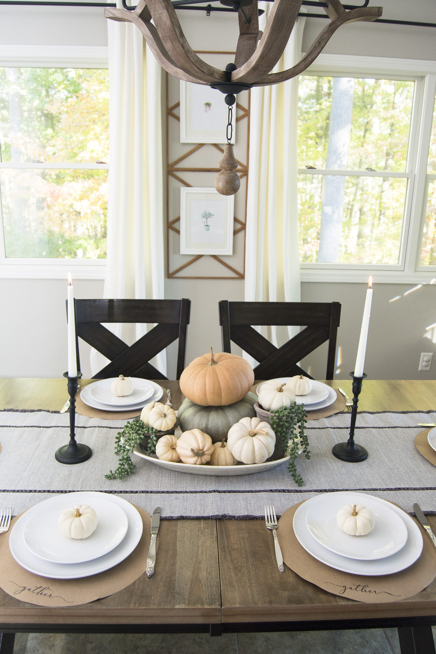 Are you looking for a simple way to decorate your thanksgiving table? I've put together three easy options to dress up your thanksgiving tablescape.