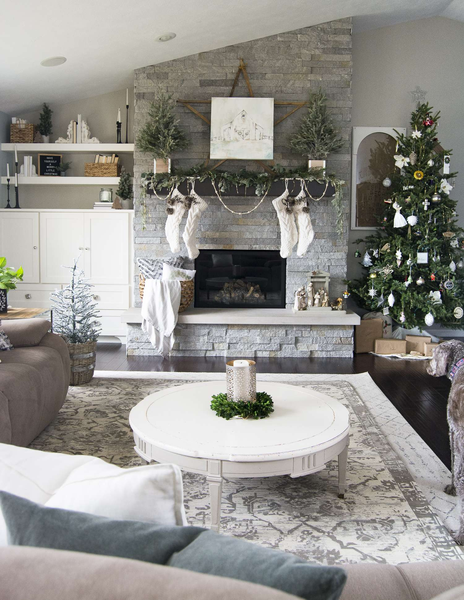 Christmastime should be cozy and filled with joy. Join me for my Cozy Christmas Home Tour along with 9 talented bloggers for Christmas decor inspiration.