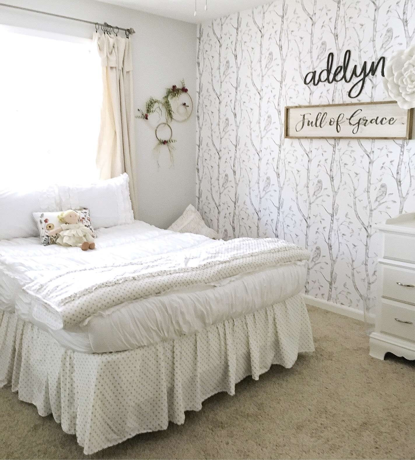 "If you want a simple and sweet style for your girl's bedroom decor then come take a peek at this ""modern farmhouse meets little girl"" bedroom makeover."