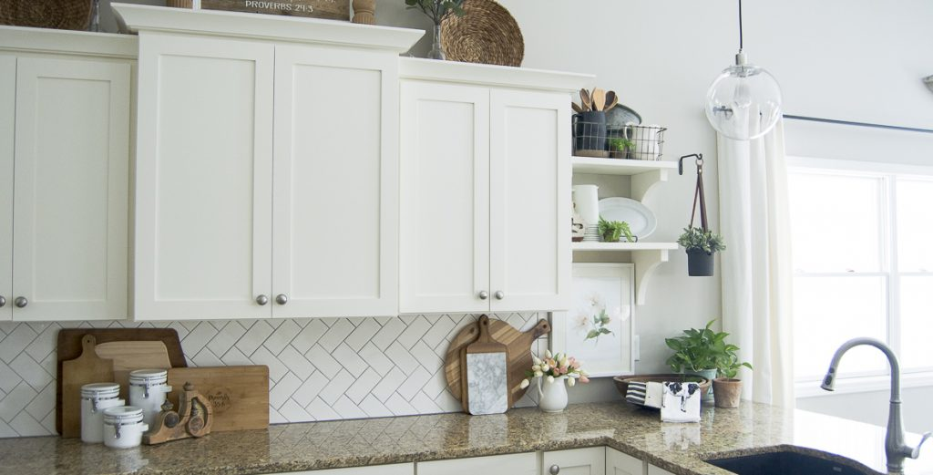 Are you looking for pretty and practical spring kitchen decor ideas? Here are some sure fire ways to beautify your spring kitchen decor and bring some sunshine and life back into your kitchen.