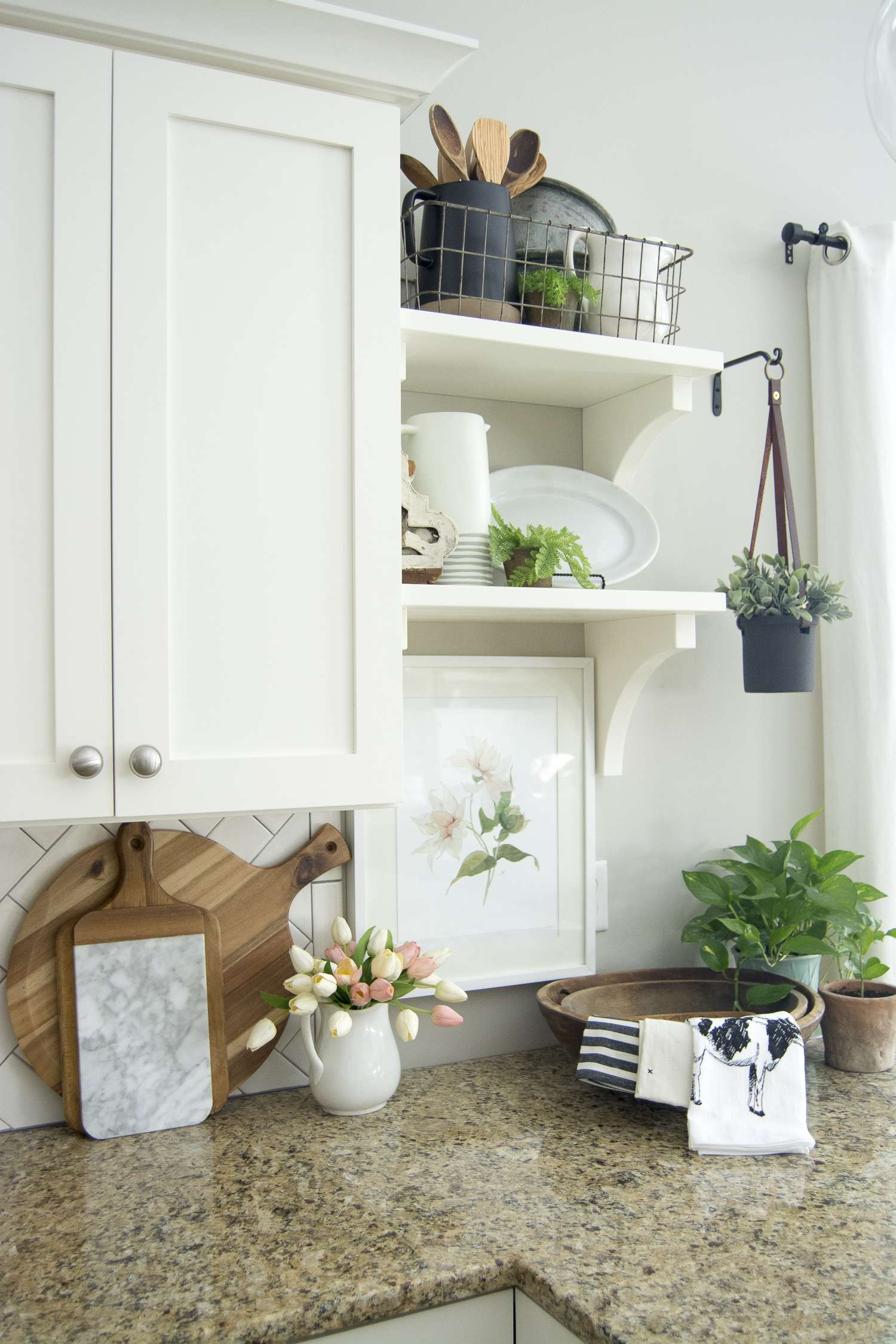 Are you looking for pretty and practical spring kitchen decor ideas? Here are some sure fire ways to beautify your spring kitchen decor and bring some sunshine and life back into your kitchen. This is perfect for the modern farmhouse kitchen lover who enjoys a bit of character in her home.