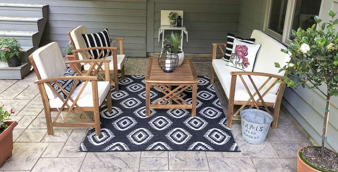 Are you looking for easy updates to make your outdoor living space more livable? Today I'm giving you five ways to update your outdoor living space to make it an enjoyable oasis to enjoy all summer long and well into the fall. Read more for 5 easy tips!