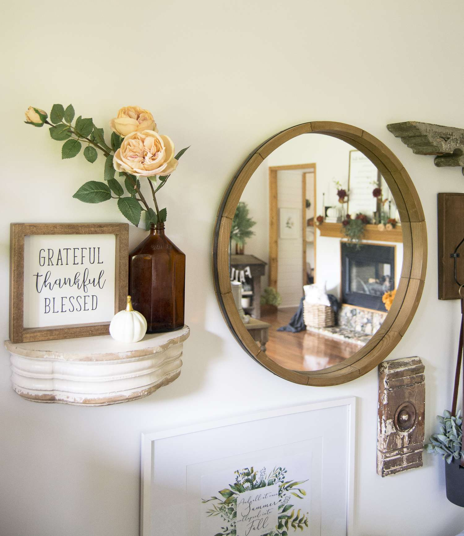 Simple Porch & Entryway Fall Decor with Free Printable! Join me and 13 other fabulous fall homes to be inspired with beautiful and simple fall decor ideas!