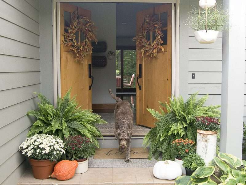 Simple Porch & Entryway Fall Decor | Fabulous Fall Homes