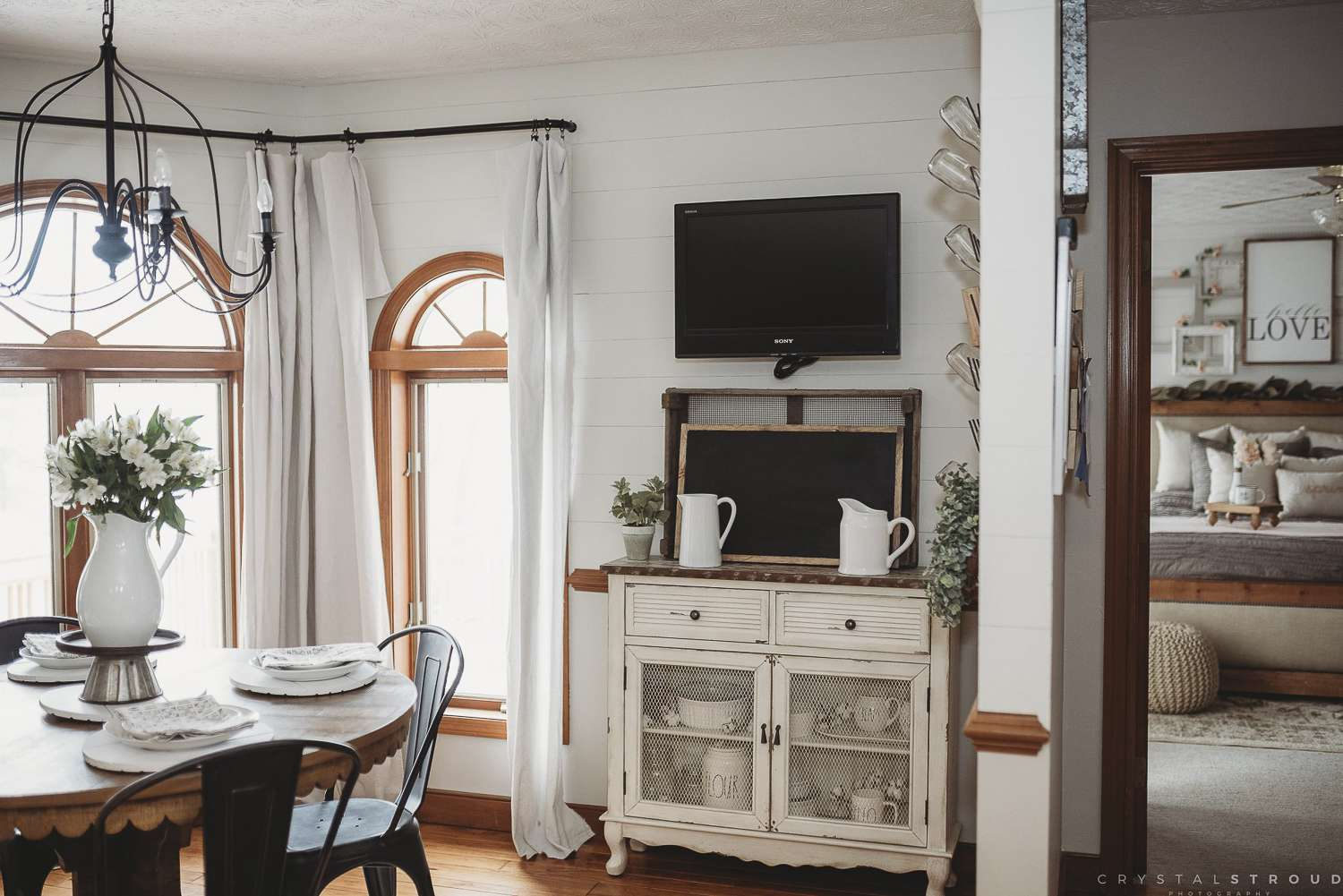 Do you love the cottage farmhouse design style? If so, I have some amazing home inspiration to share today! #cottagefarmhouse #cottagestyledecor