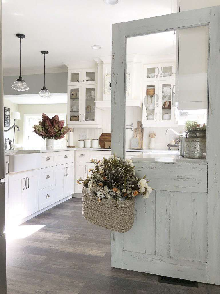 Do you love the traditional decor design style? If so, I have some amazing home inspiration to share today! #farmhousedecor #traditionaldecor
