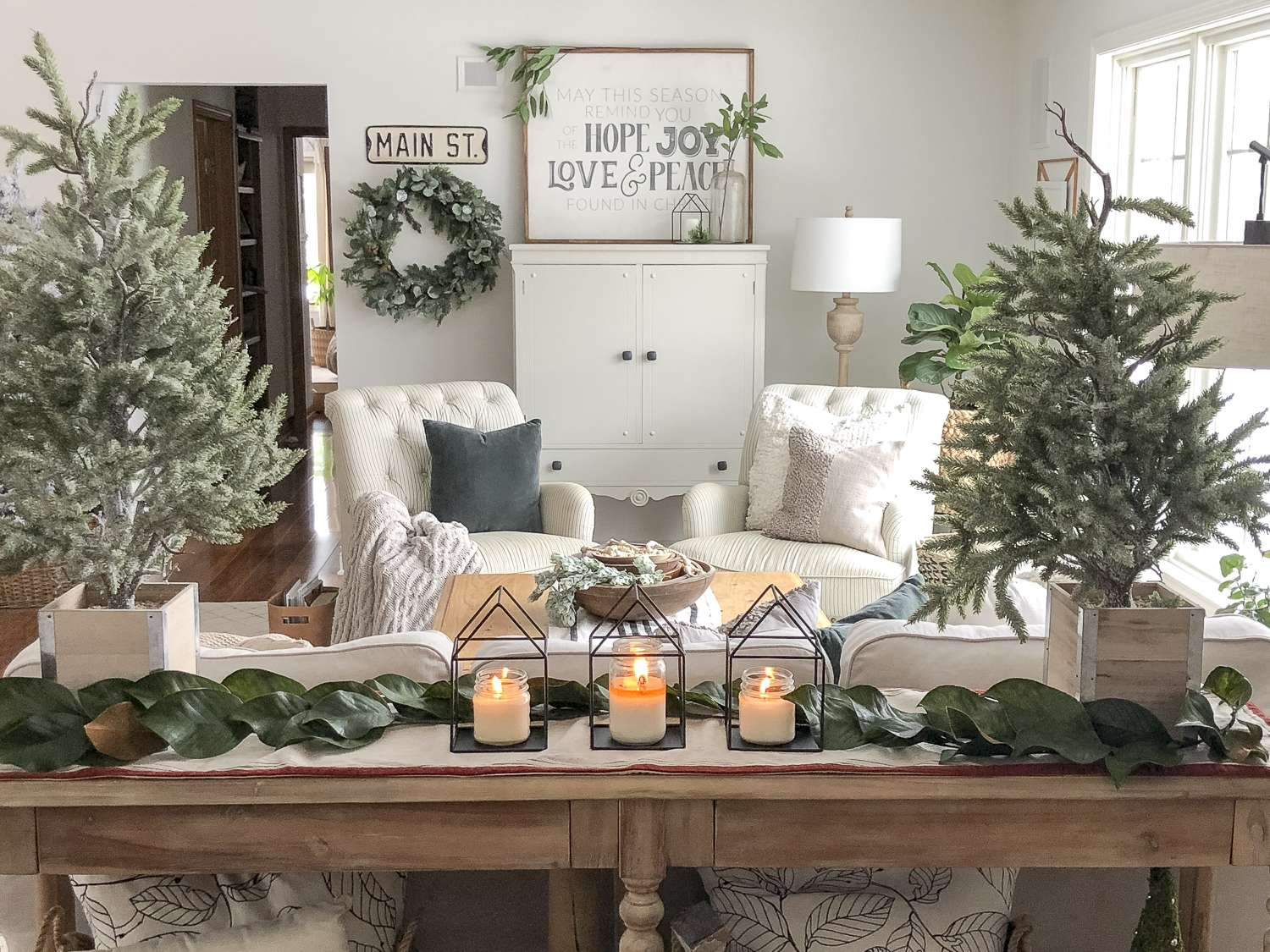 In a time of festivity and vibrant colors I crave neutral simplicity. Join me on my Simple & Neutral Modern Farmhouse Christmas home tour! #modernfarmhouse #christmasdecorations #neutralchristmasdecor #fromhousetohaven
