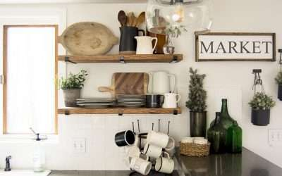 Do you struggle to maintain beautiful and practical open shelving? Today I'm share easy tips for styling kitchen open shelving for the winter season! #fromhousetohaven #kitchenopenshelving #openshelving #modernfarmhousekitchen