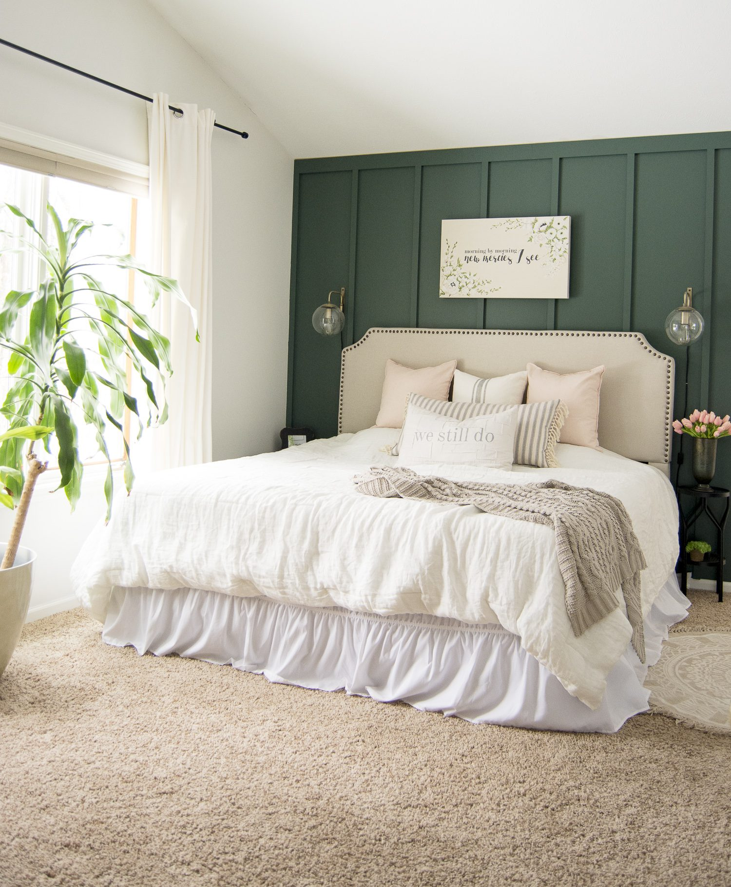 Do you love a combination of modern, cottage, and farmhouse design styles? Learn the key elements that make a simple modern farmhouse bedroom today! #fromhousetohaven #modernfarmhousebedroom #modernfarmhouse #bedroomdecor