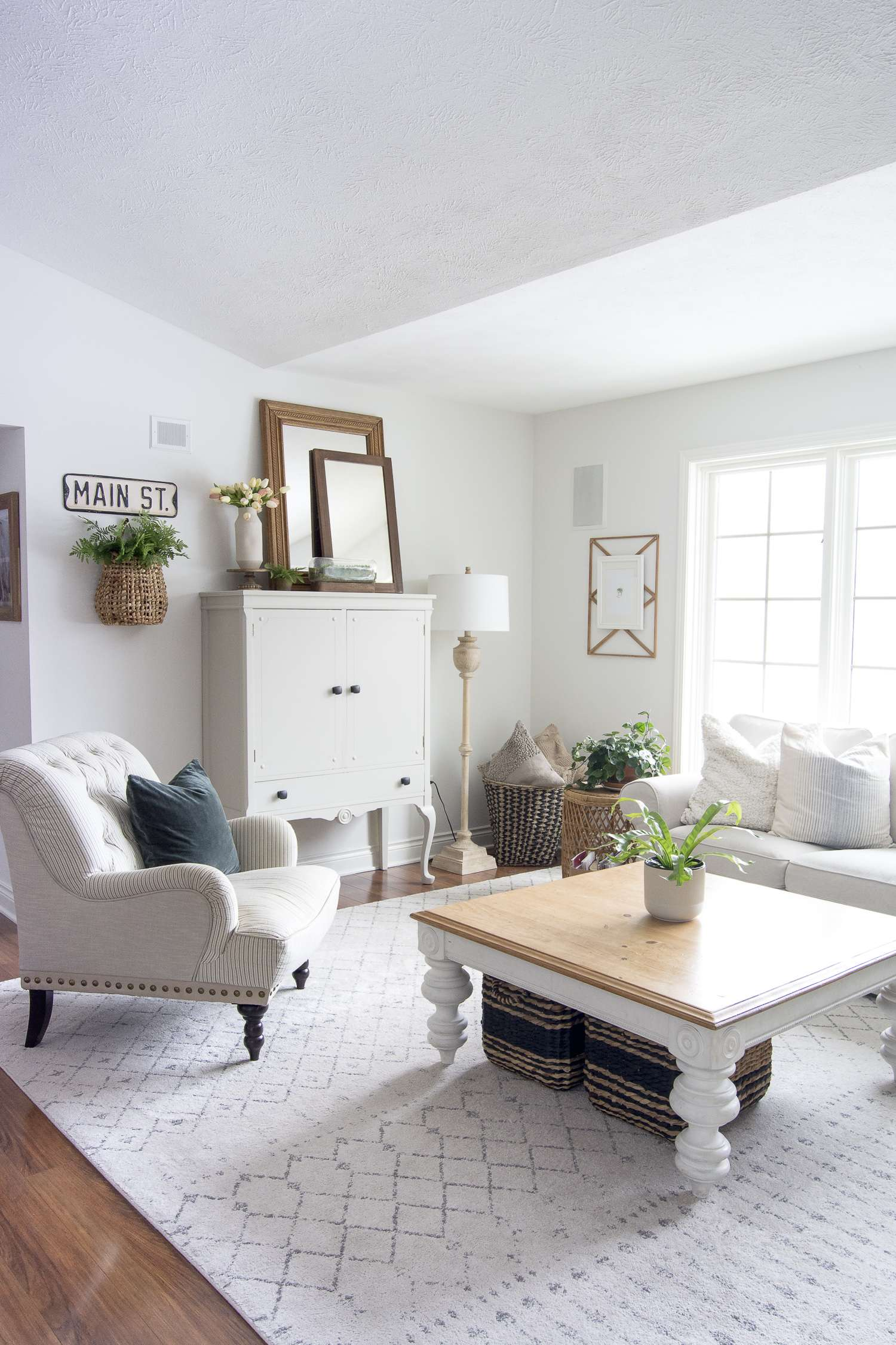 Do you love the concept of reduce, reuse, recycle? Today I'm sharing several upcycling ideas for affordable home furnishings! #fromhousetohaven #upcyclingideas #repurposeddecor