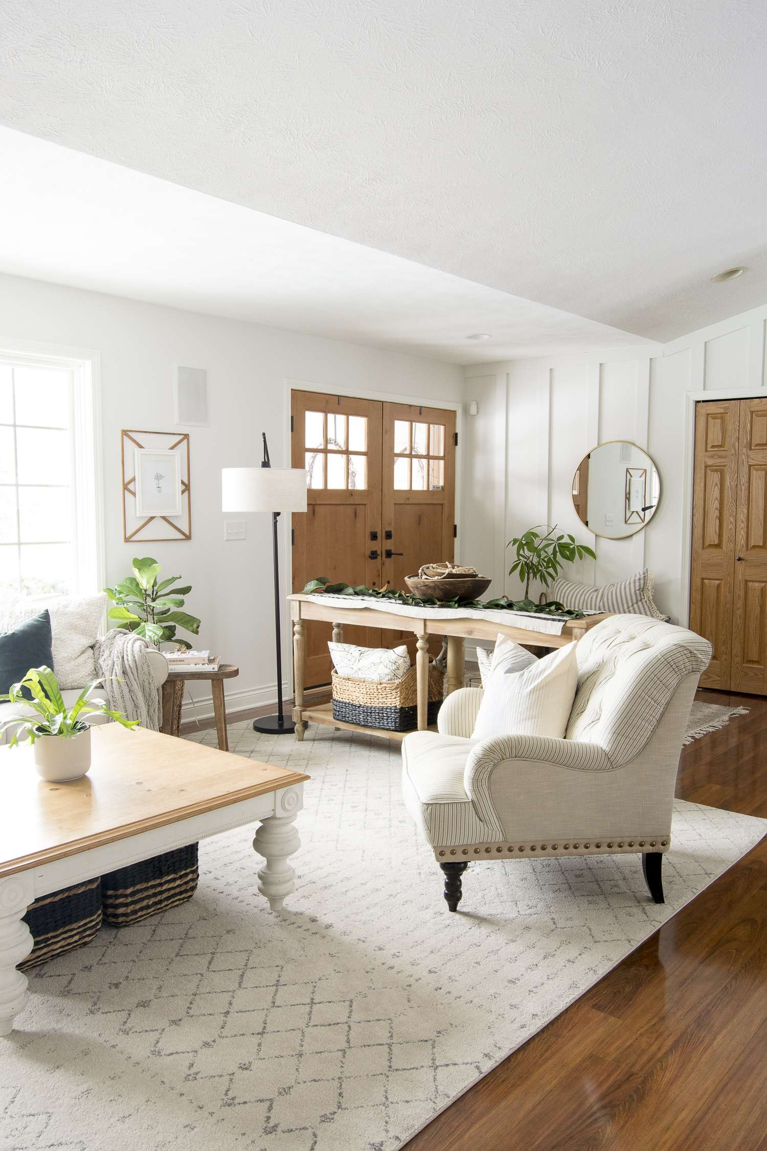 Do you need a change of pace but don't want to break the bank? Change up your layout! Today I'm sharing a couple of ways to style farmhouse living room furniture! #fromhousetohaven #livingroomfurniture #livingroomdesign #coffeetable