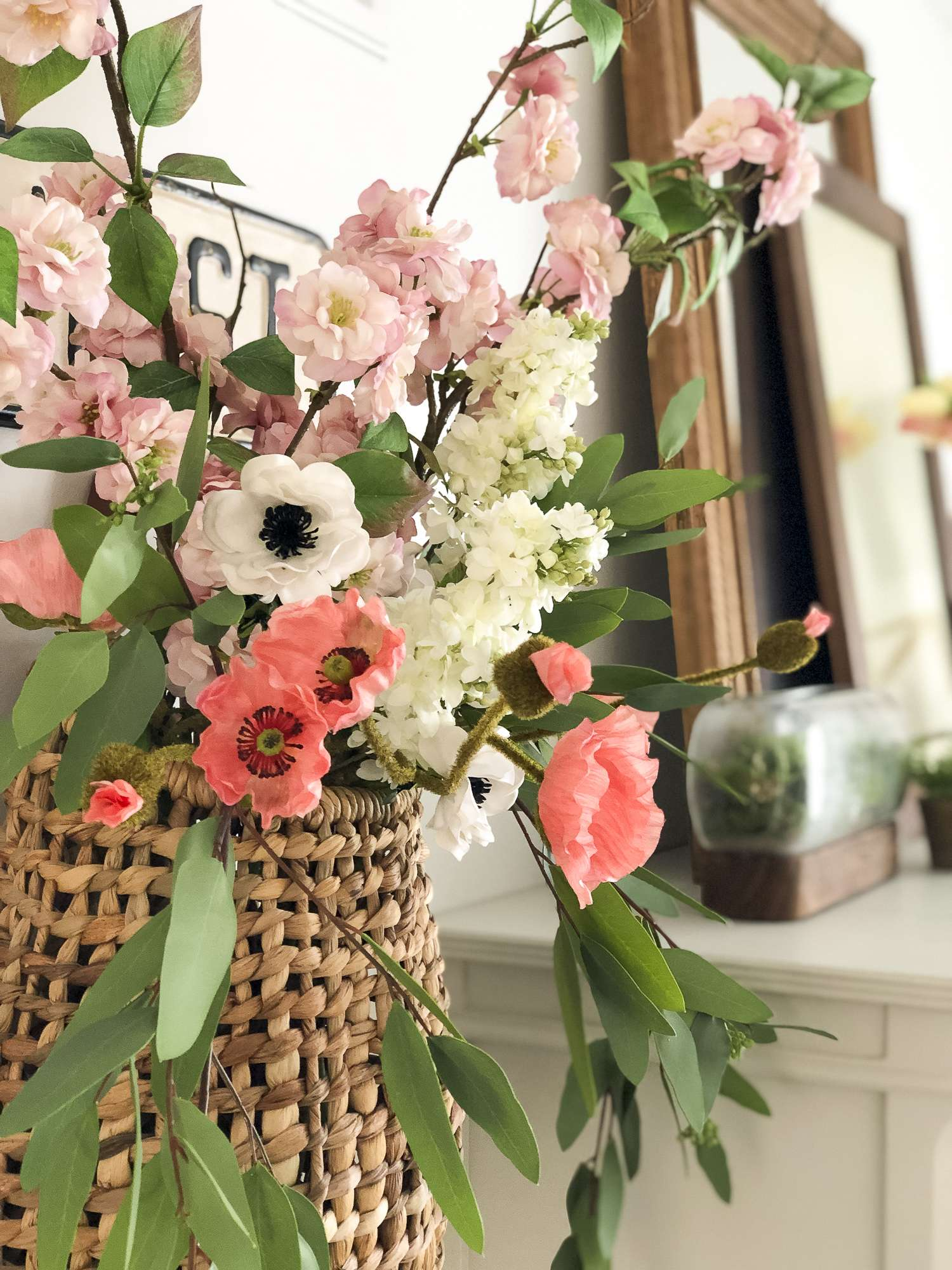 Are you trying to arrange faux flowers without having to stick to the traditional vase arrangement? See 5 non-traditional ways to arrange faux flowers! #fromhousetohaven #fauxflowers #artificialflowers