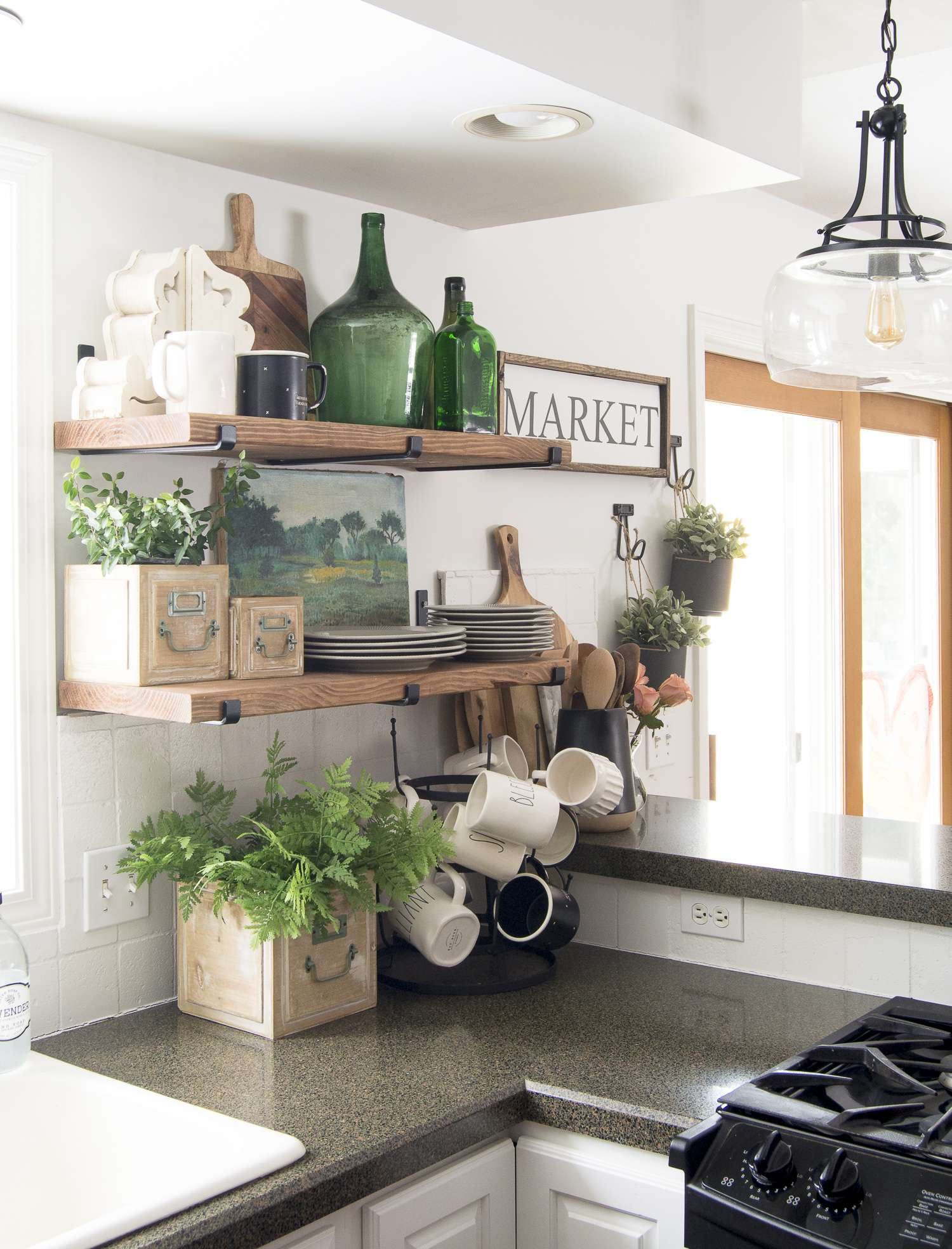 The Benefits Of Open Shelving In The Kitchen: How To Decorate Kitchen Shelves