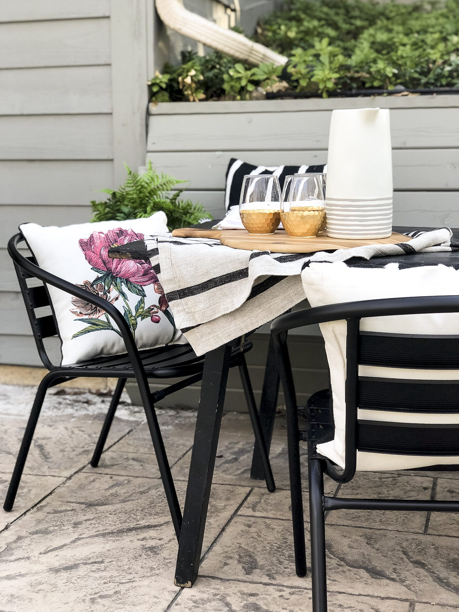 Do you love outdoor entertaining? Today I'm sharing easy ways to style your back patio with durable furniture and effortless decor for simple entertaining. #fromhousetohaven #patiodecor #outdoordining #backpatio