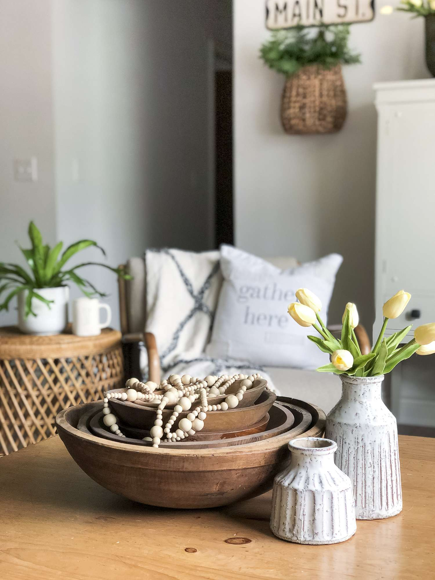 Do you love clean lines but crave cozy home decor? Learn how to get the modern farmouse living room look with simple design tips for the everyday home. #fromhousetohaven #livingroomdecor #modernfarmhousedesign