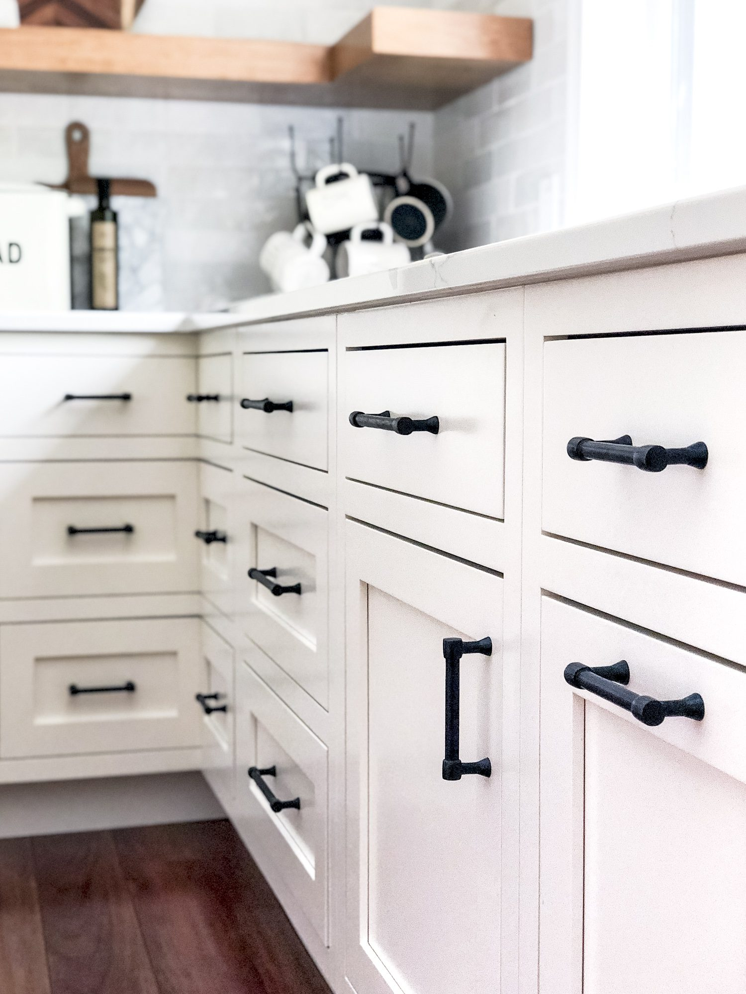 Do you love modern farmhouse style? Here are tips for how to use a black kitchen sink to anchor your kitchen remodel design. Plus, how to mix finishes! #fromhousetohaven #blackfarmhousesink #farmhousesink