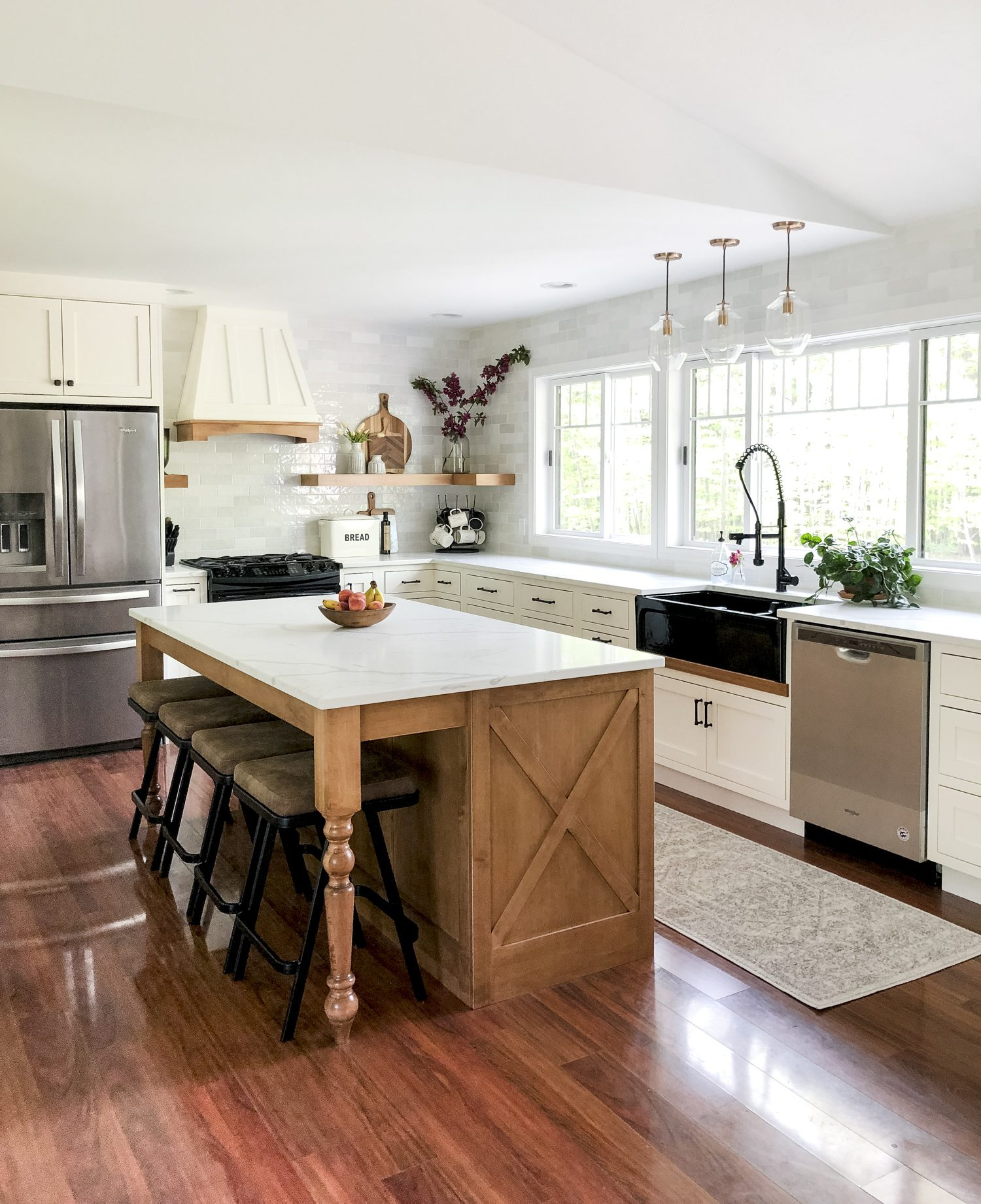 Do you love modern farmhouse style? Here are tips for how to use a black farmhouse sink to anchor your kitchen remodel design. Plus, how to mix finishes! #fromhousetohaven #blackfarmhousesink #farmhousesink