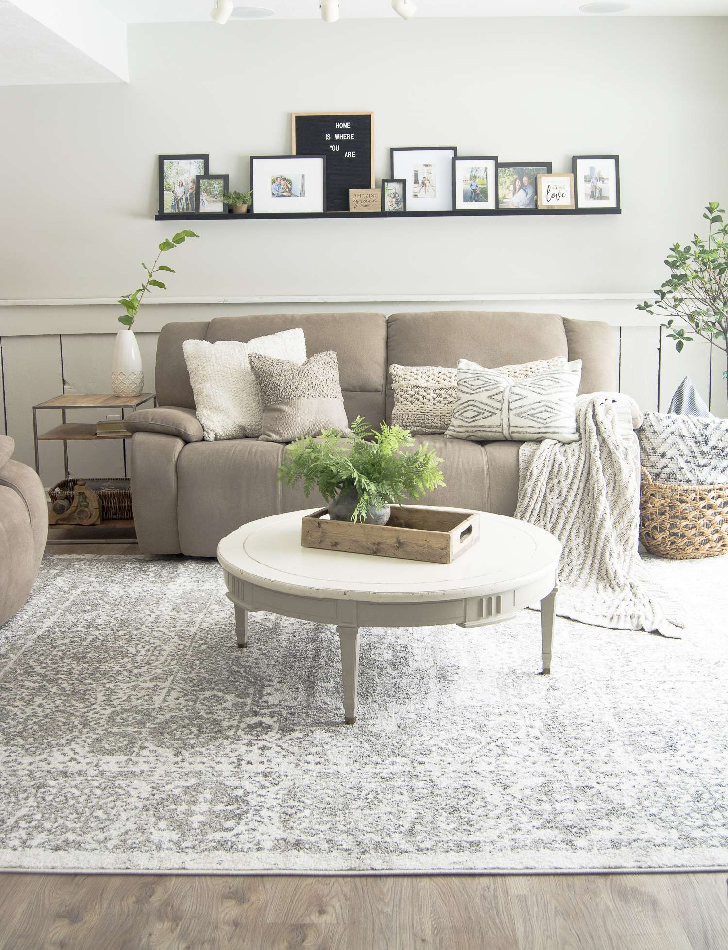 Ready to transform your home to the modern farmhouse interior design style? Here is my full home style guide with my best modern farmhouse decor sources. #fromhousetohaven #farmhouseinteriordesign #modernfarmhousestyle
