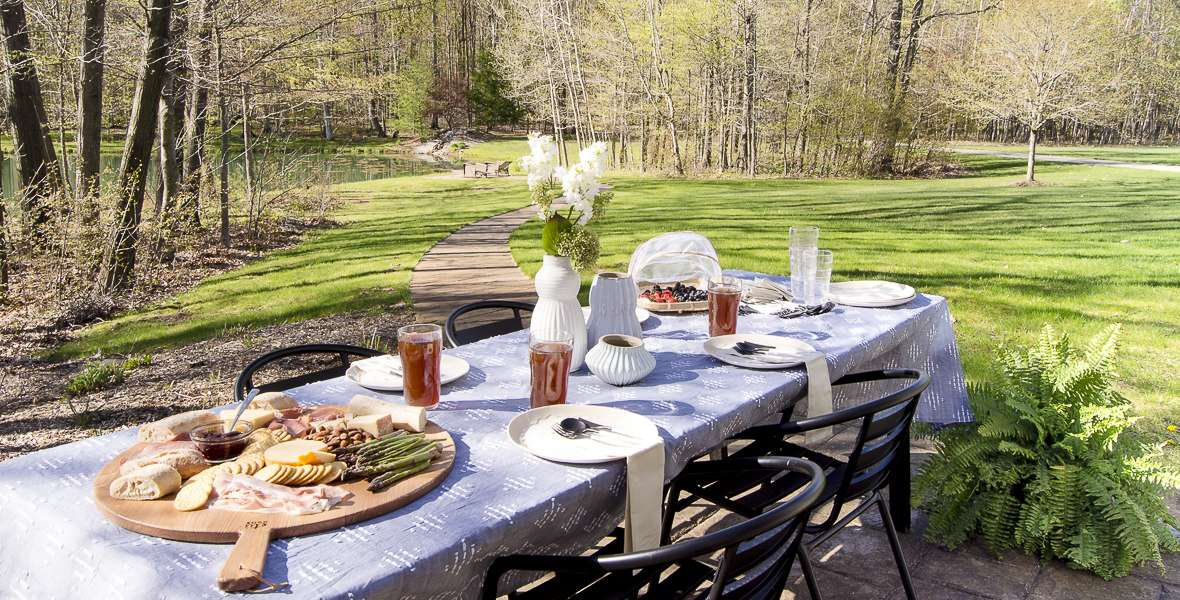 Do you love outdoor entertaining? Here are my top three must haves for a fabulous backyard party that serves your guests with ease. #fromhousetohaven #backyardparty #outdoordining