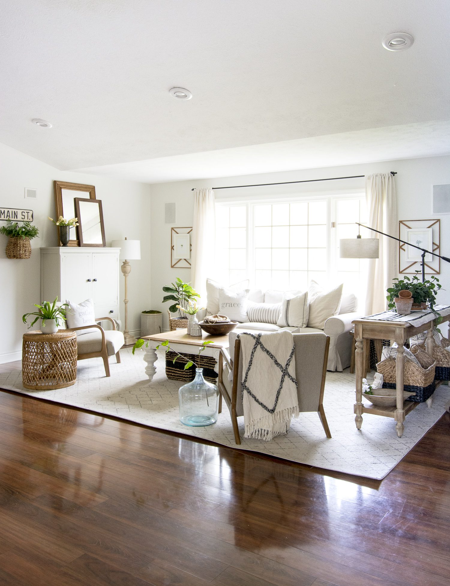 How to Get the Modern Farmhouse Living Room Look | Grace ...