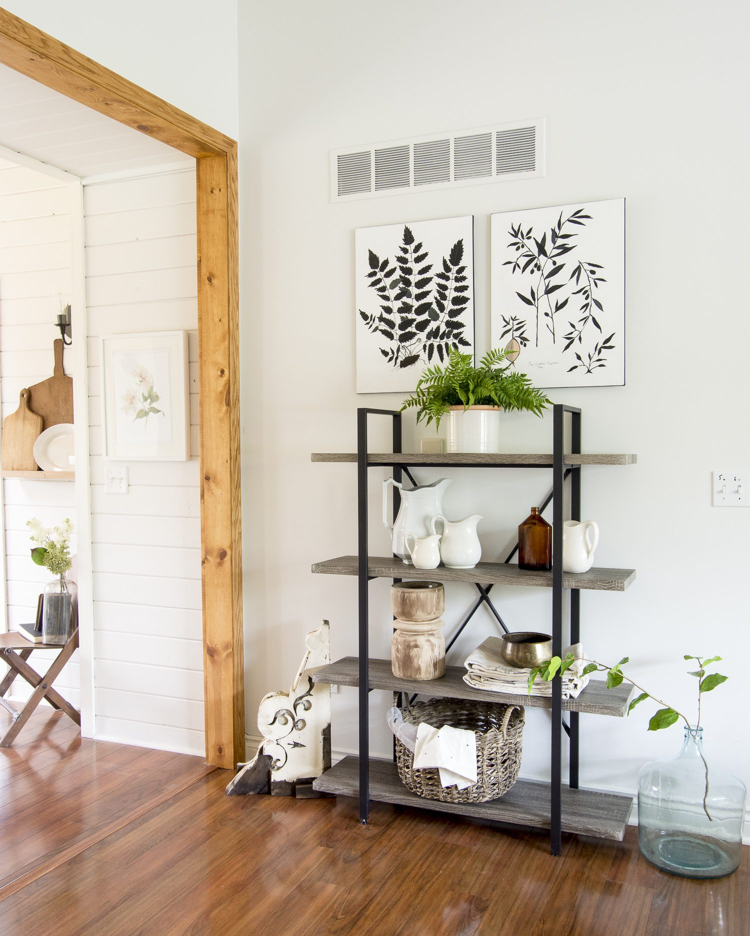 Ready to transform your home to the modern farmhouse design style? Here is my full home style guide with my best modern farmhouse decor sources. #fromhousetohaven #farmhouseinteriordesign #modernfarmhousestyle