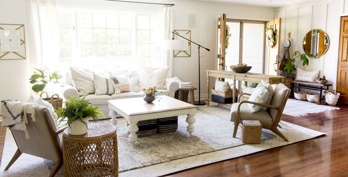 Are you looking for simple summer decoration ideas? Here are three effortless summer decorations that can be used in any home. #fromhousetohaven #summerdecorations #summerdecorideas