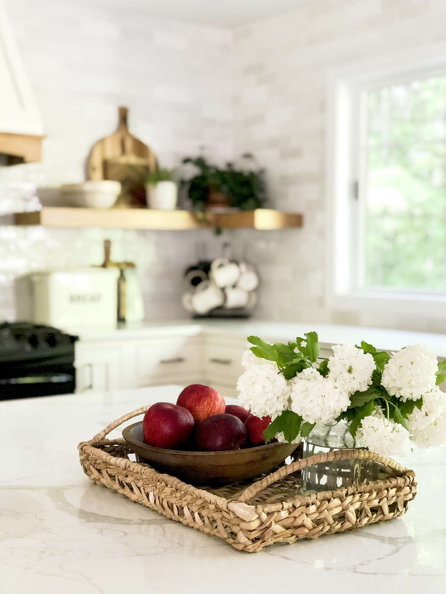 Do you want to spruce up your summer kitchen with simple and fresh decor this season? Join me for three easy additions to your summer kitchen decor. #fromhousetohaven #summerkitchen #kitchendecor #summerdecor