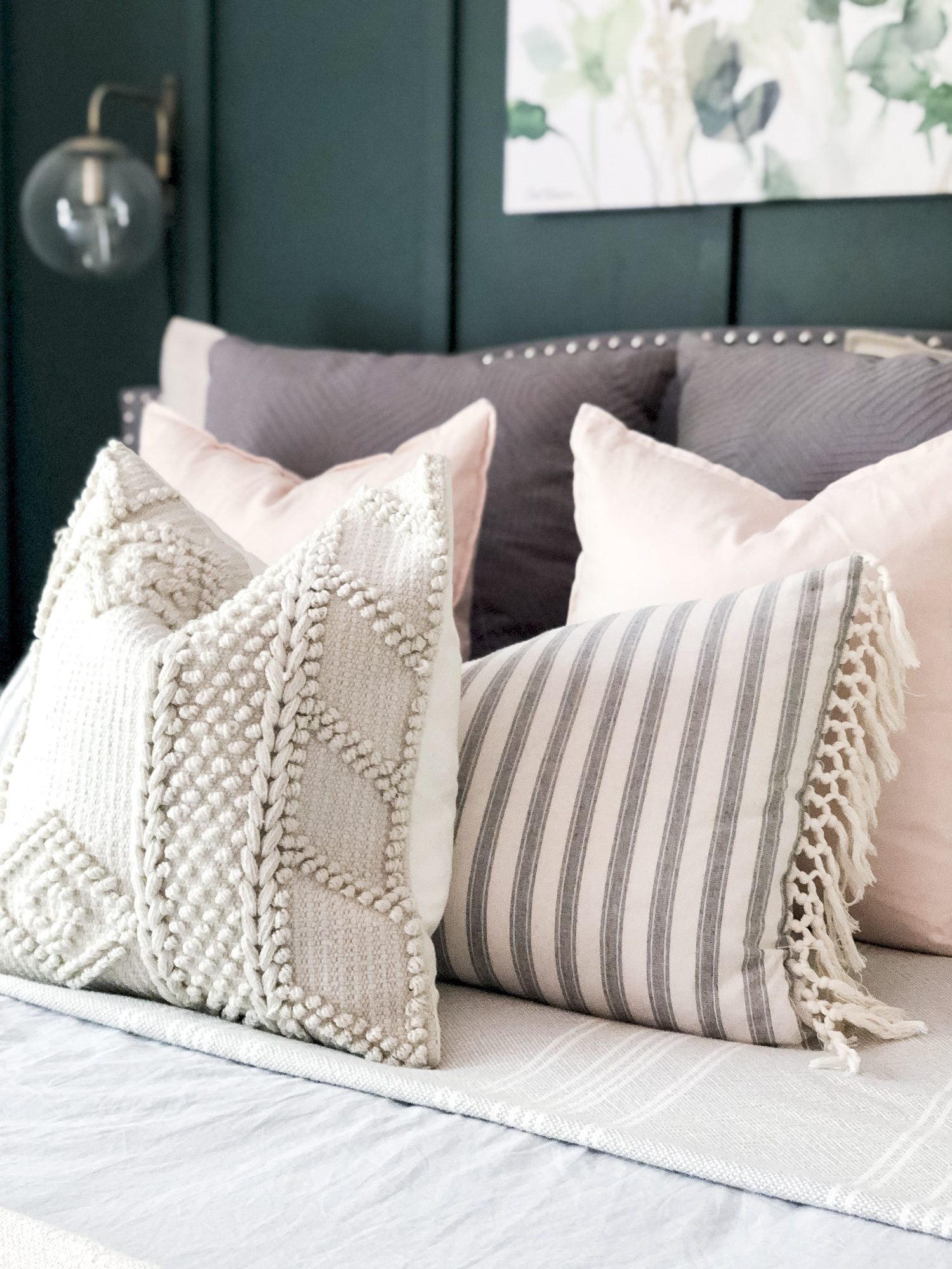 How to layer throw pillows