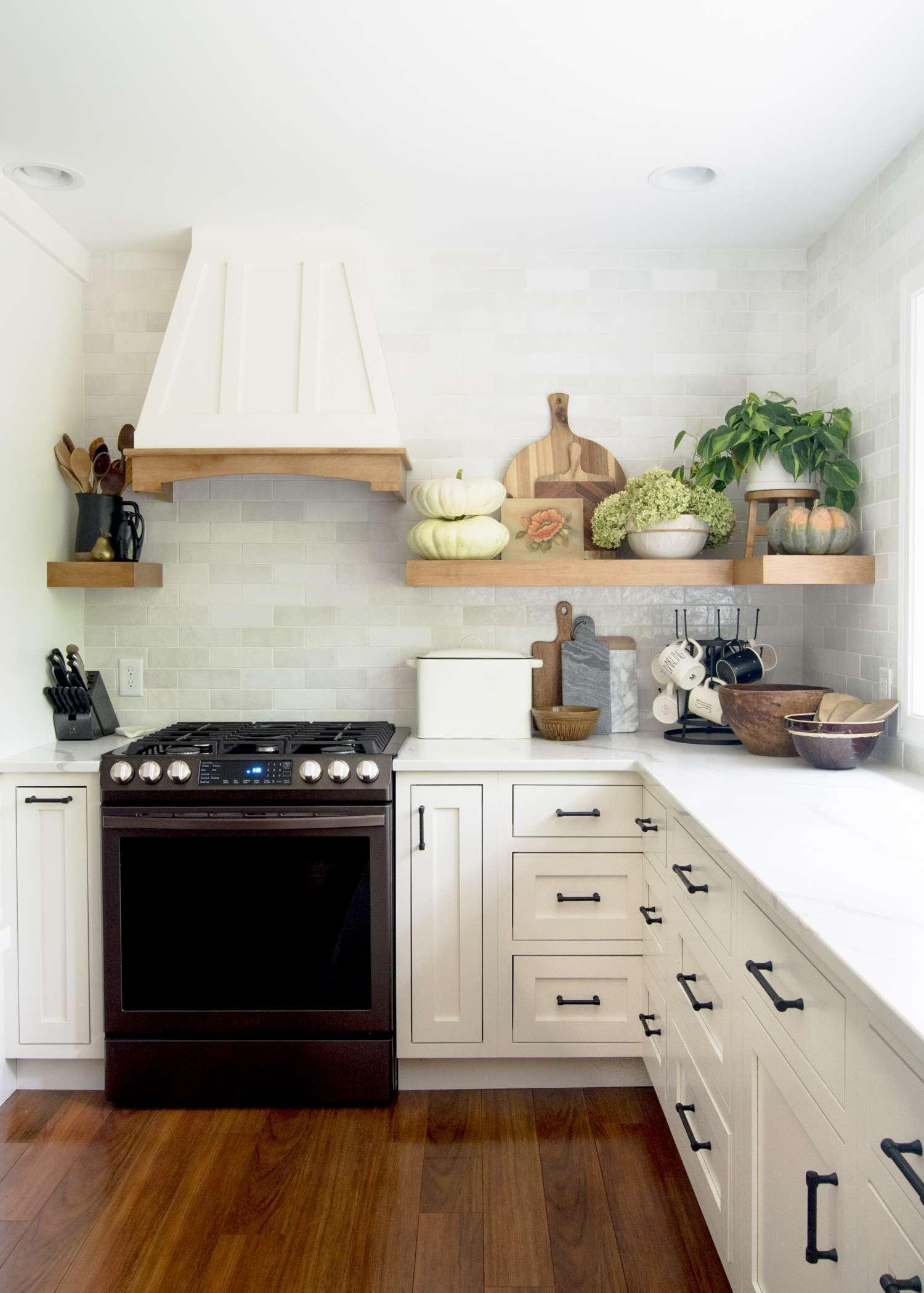 kitchen shelf decor