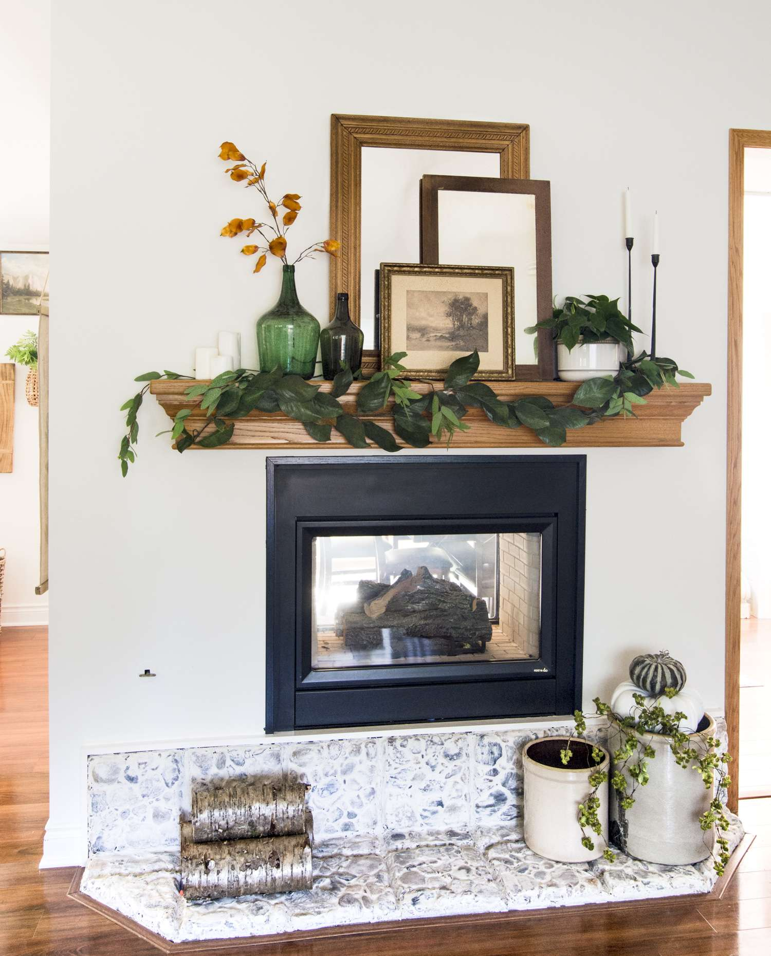 Modern farmhouse fireplace mantel.