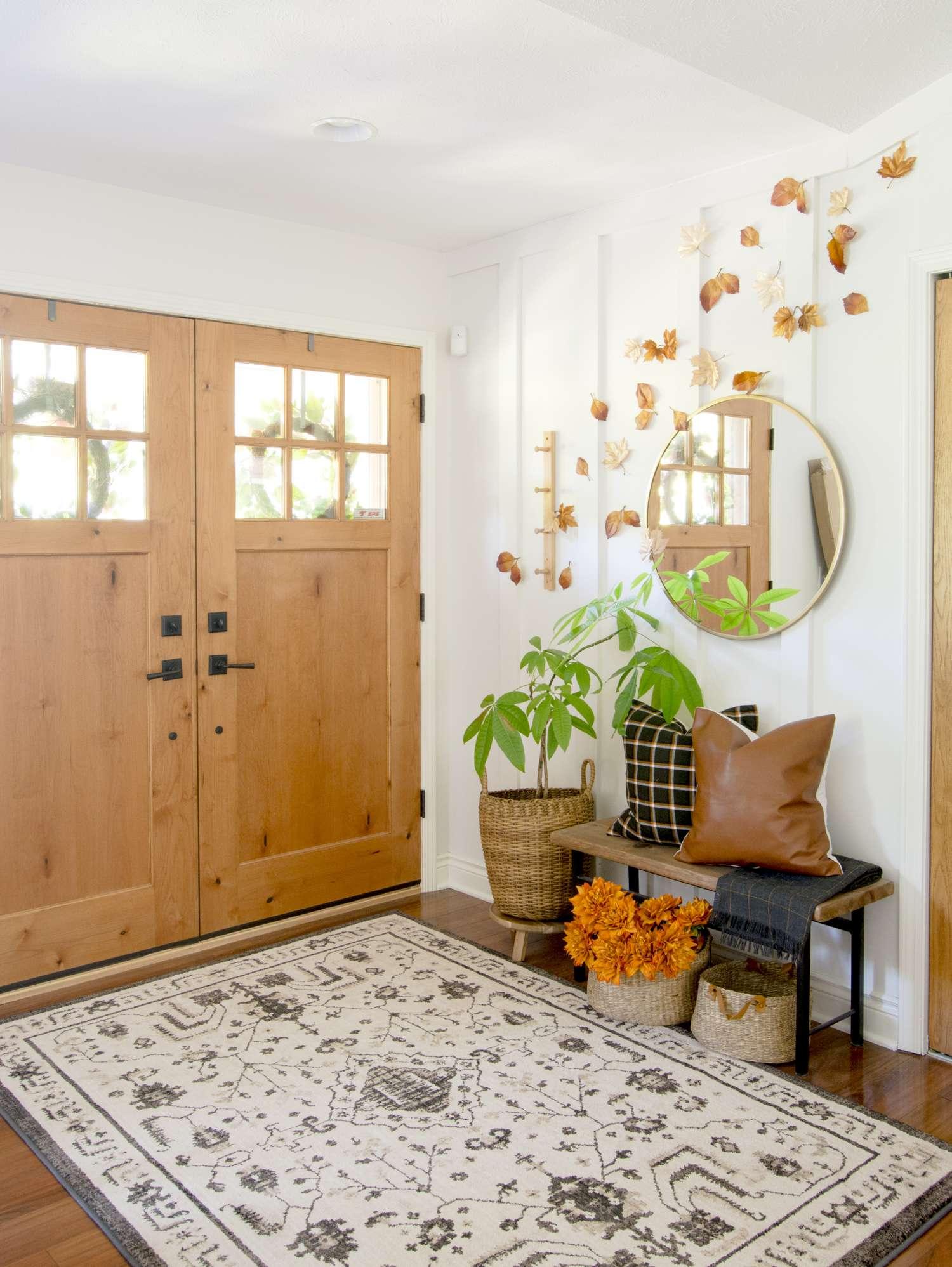 Farmhouse fall decor in an entryway.