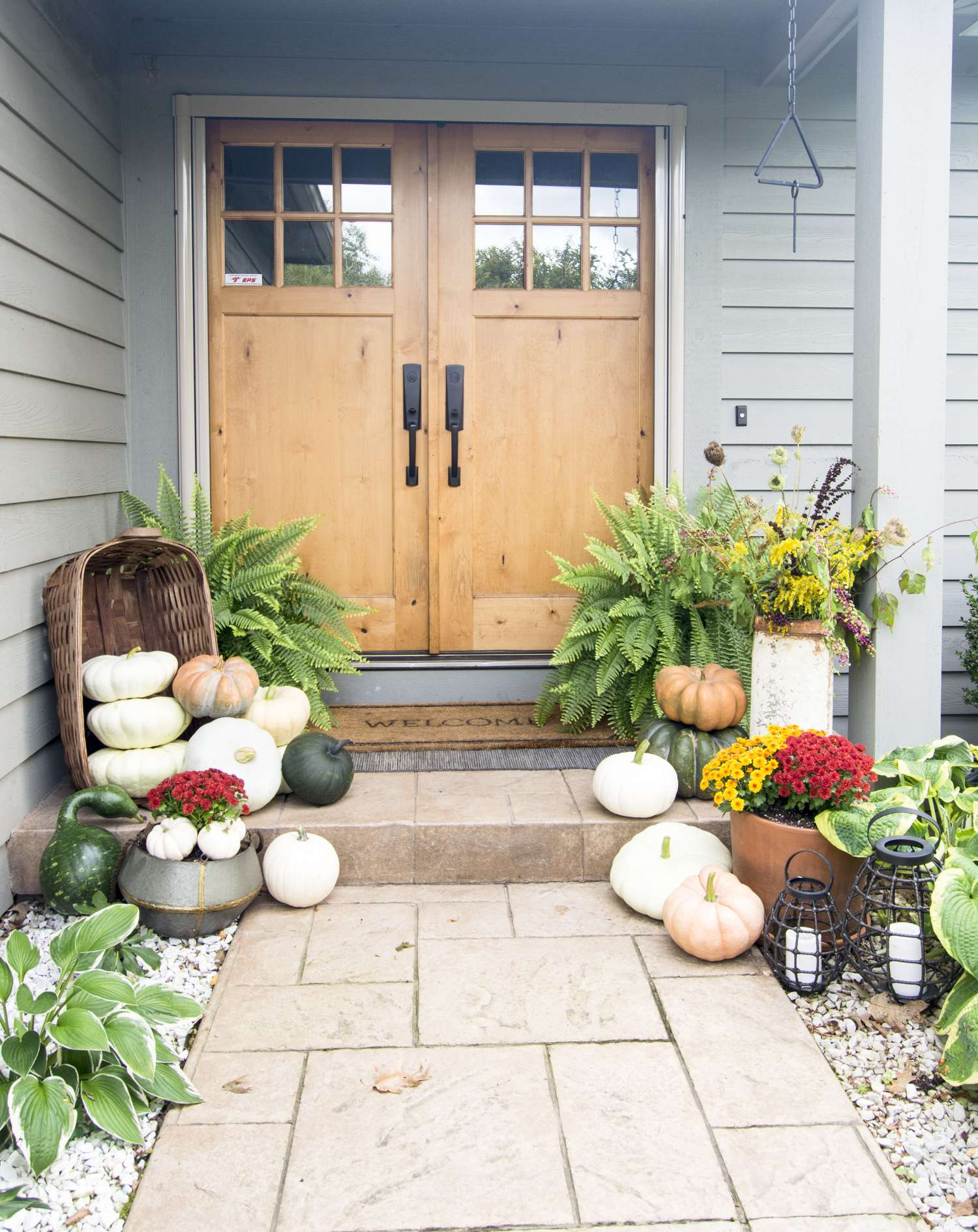 Fall front porch decoration.