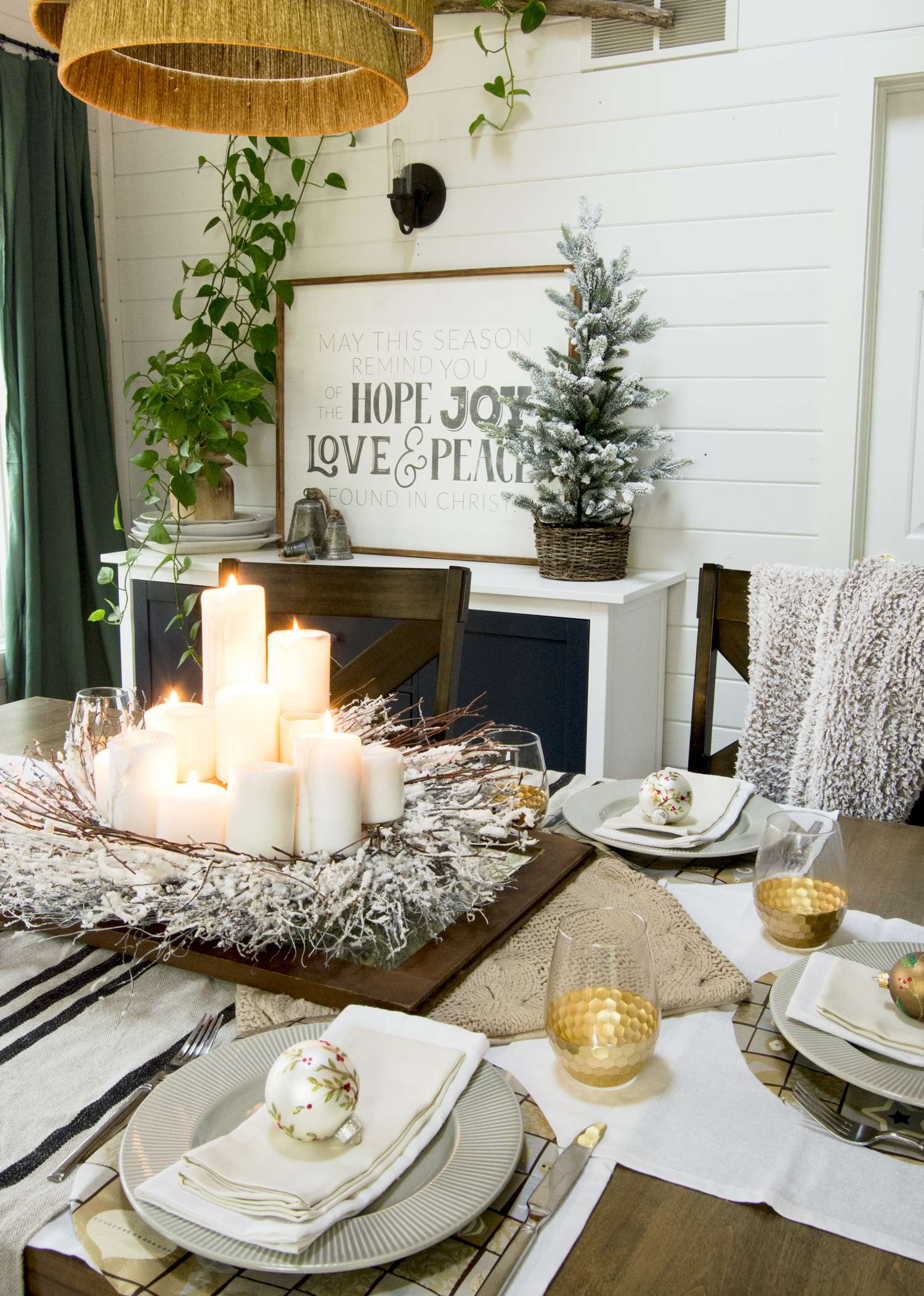 Christmas table decor ideas.