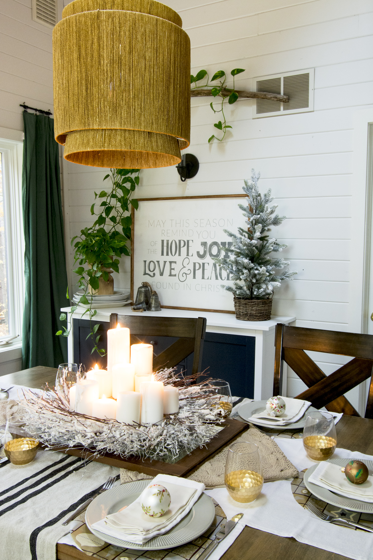 Holiday centerpiece decor ideas.