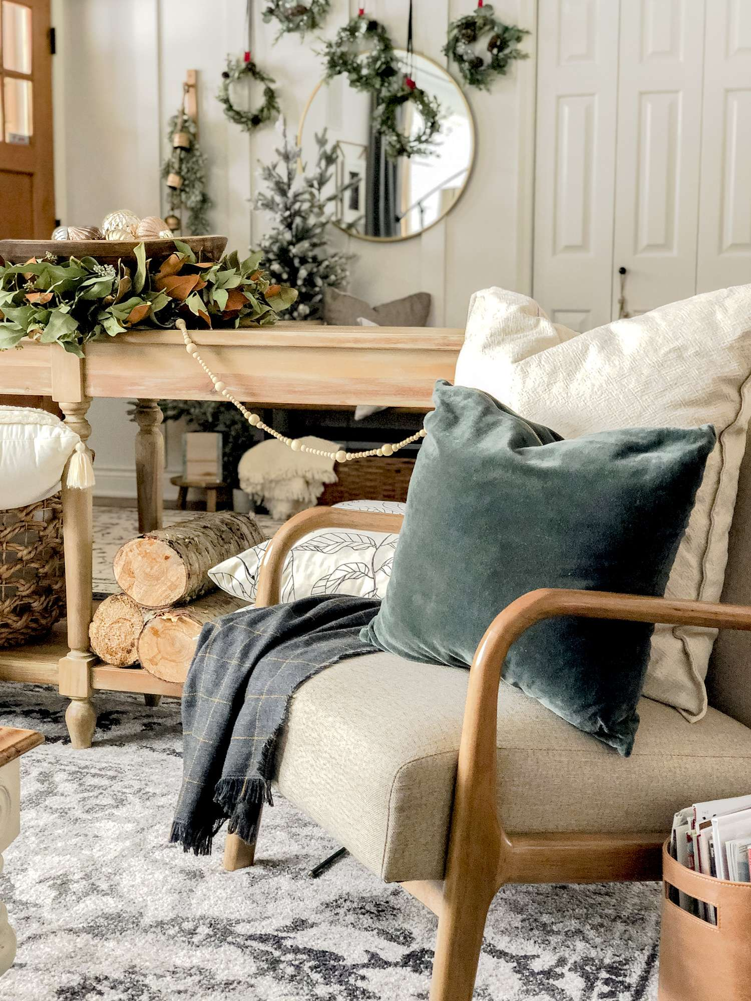 Simple cozy Christmas decor ideas.