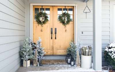 Learn how to create a 5 minute grand entrance with these simple front porch Christmas decorations. Welcome to the tree farm!
