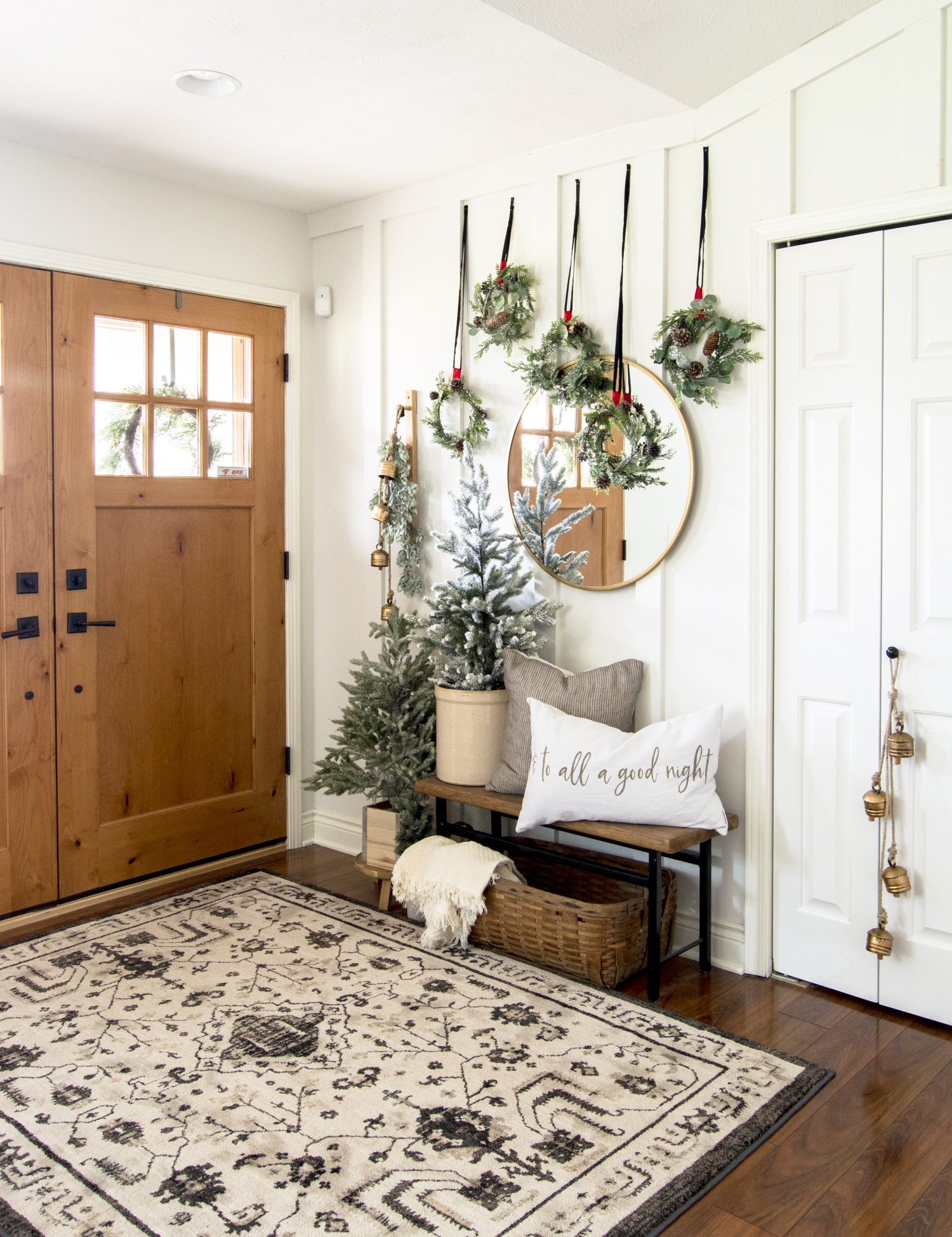 Christmas entryway decor ideas.