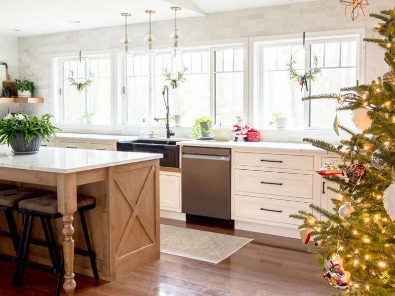 Minimal Farmhouse Kitchen Christmas Decor