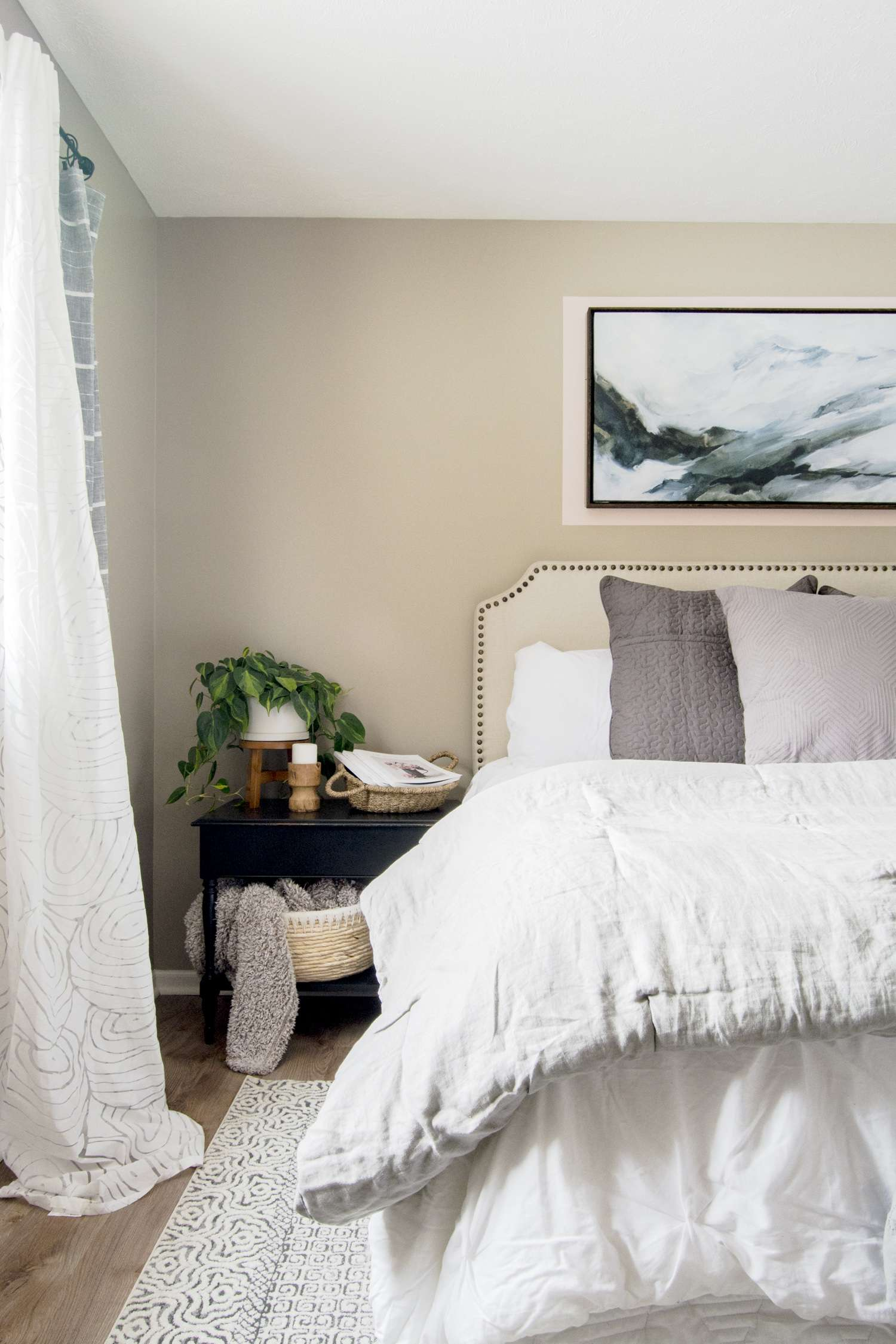 Guest bedroom decor ideas.