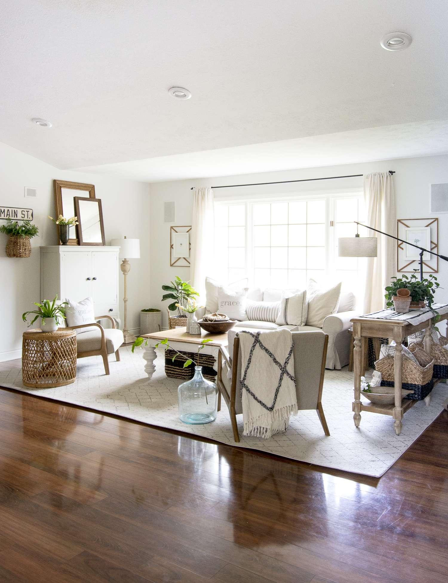 Modern farmhouse design in the living room.