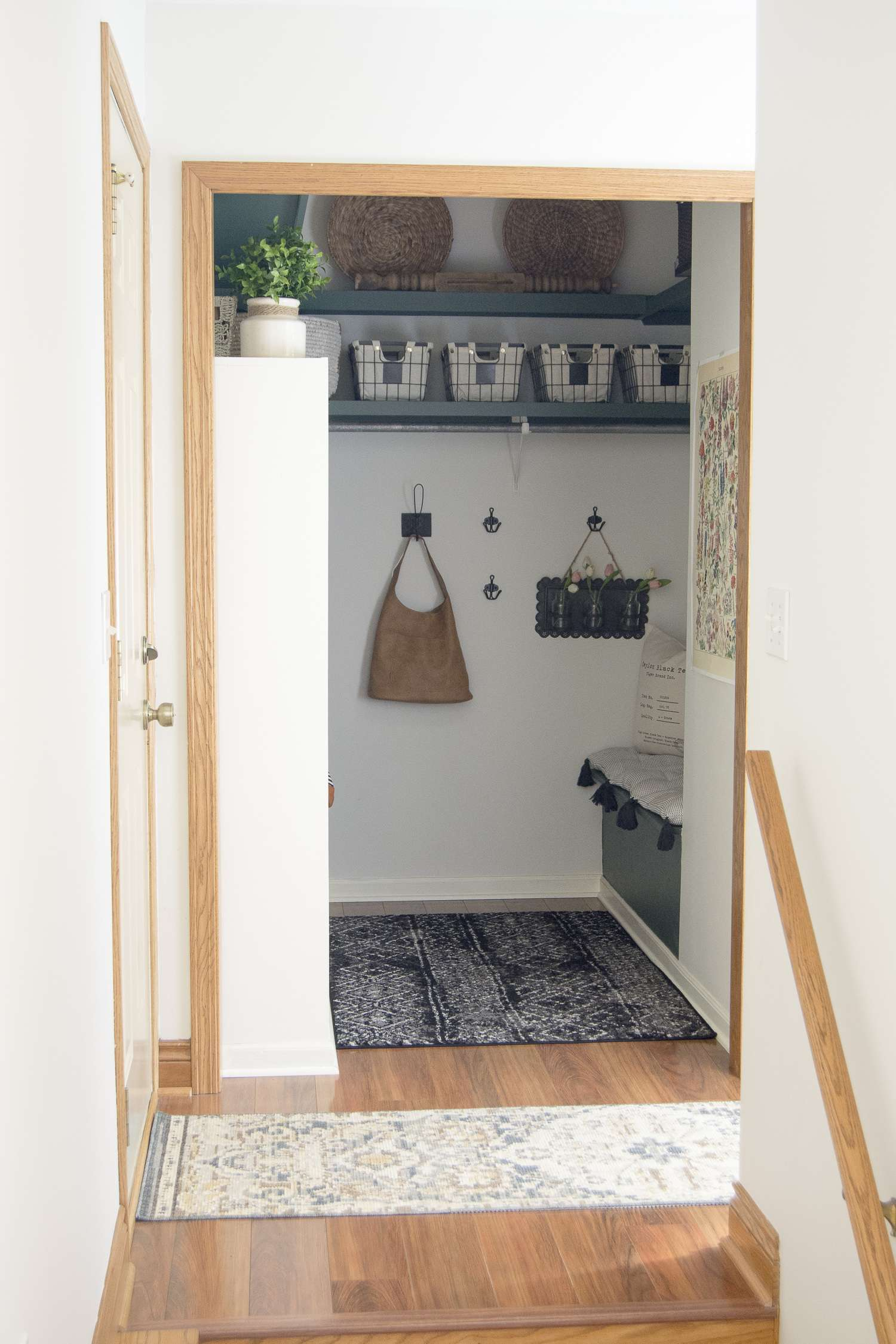 Home organization ideas for small mudrooms.