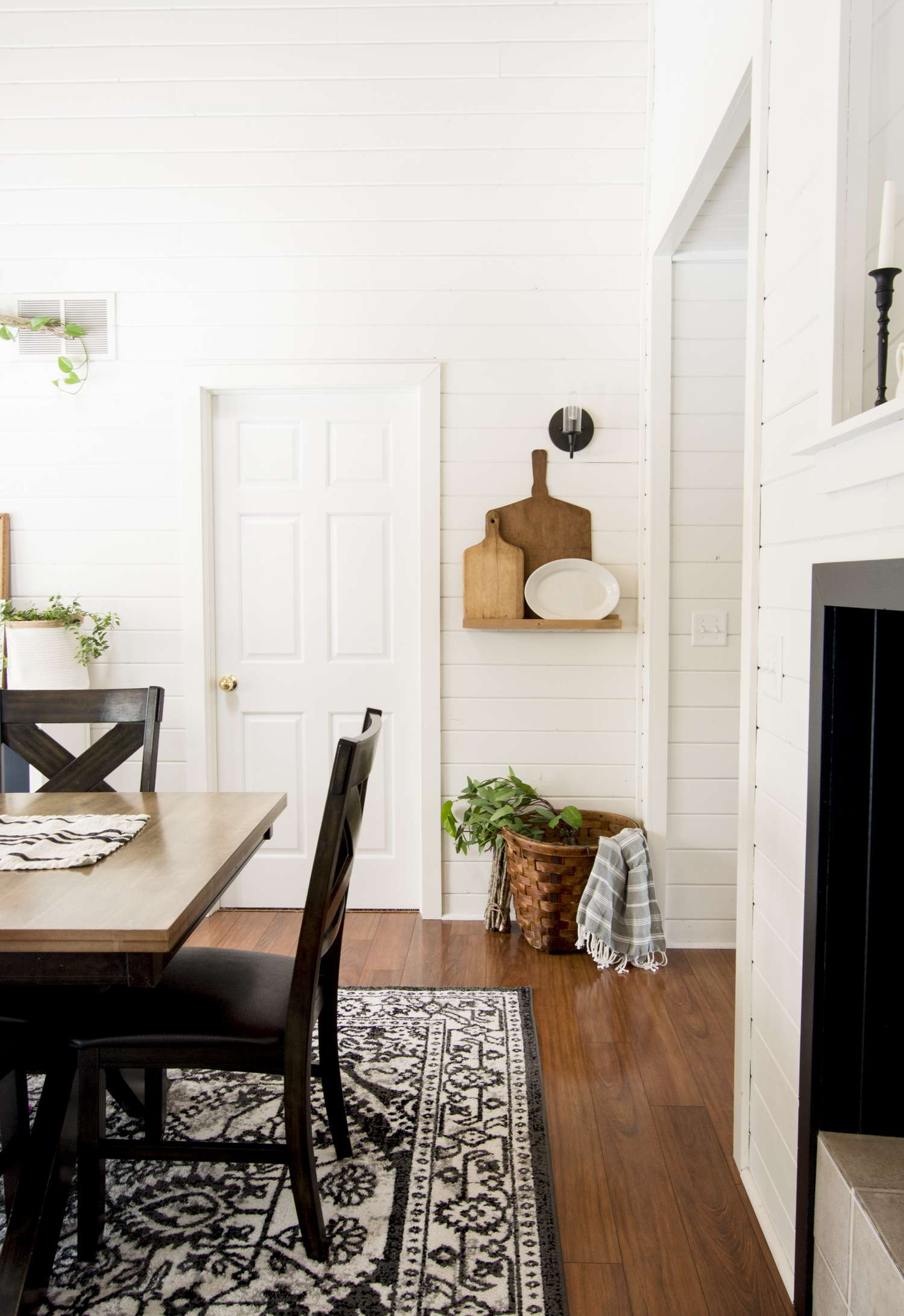 Modern farmhouse dining room.