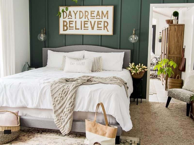How to Use a Pop of Color as Spring Decor In The Bedroom