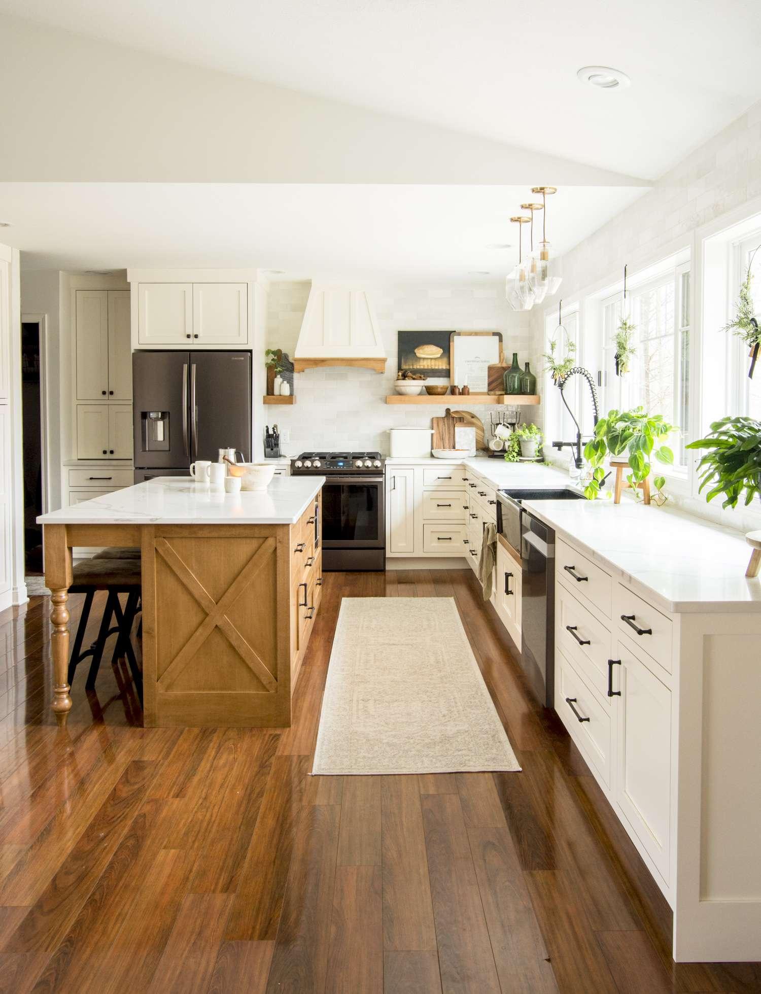 Modern farmhouse kitchen decor ideas.