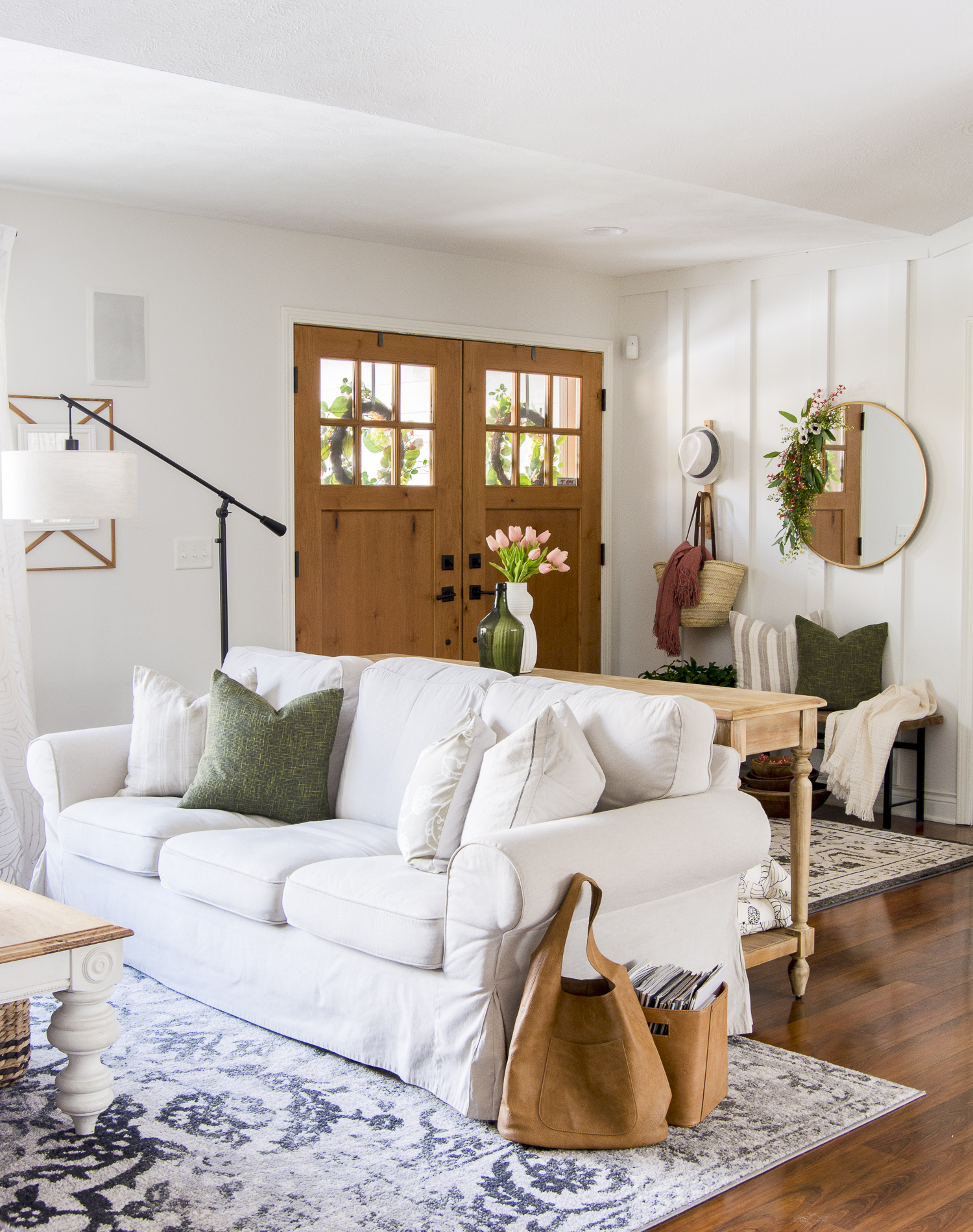 Neutral Spring Decor Ideas for the Modern Farmhouse Home