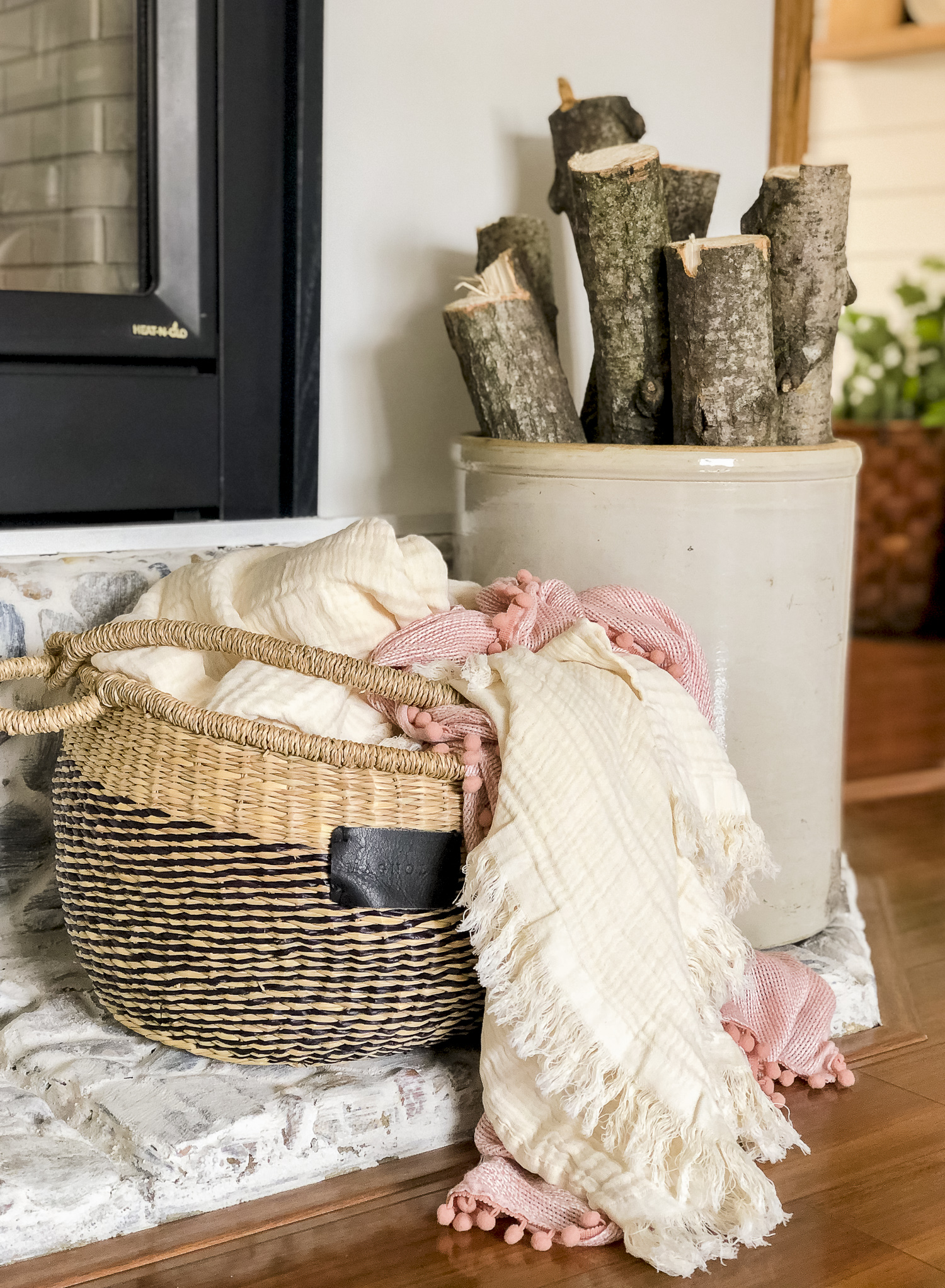 Lightweight spring blanket.