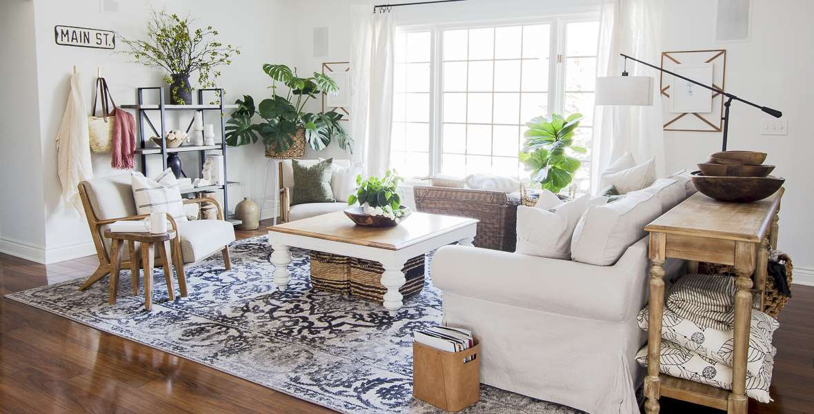 The modern farmhouse design style makes styling spring shelf decor effortless! Learn how to balance your shelf decor with these three shelf styling tips!