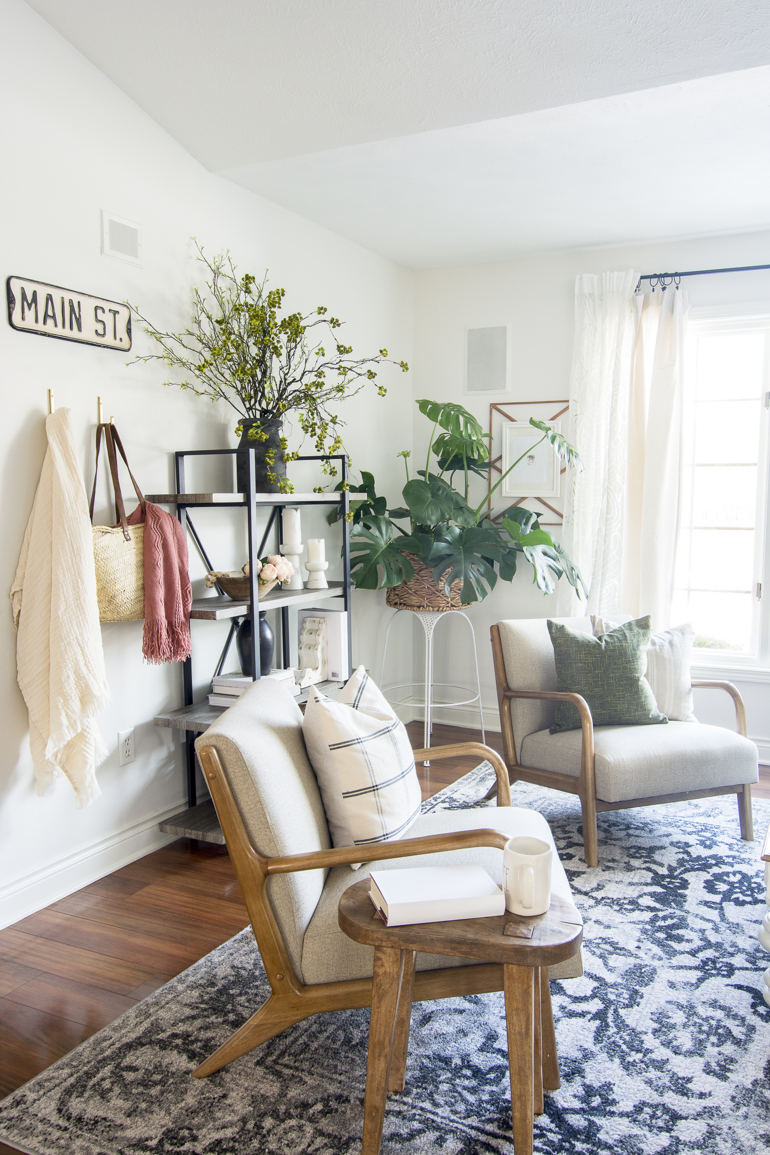 Modern farmhouse living room shelf decor.