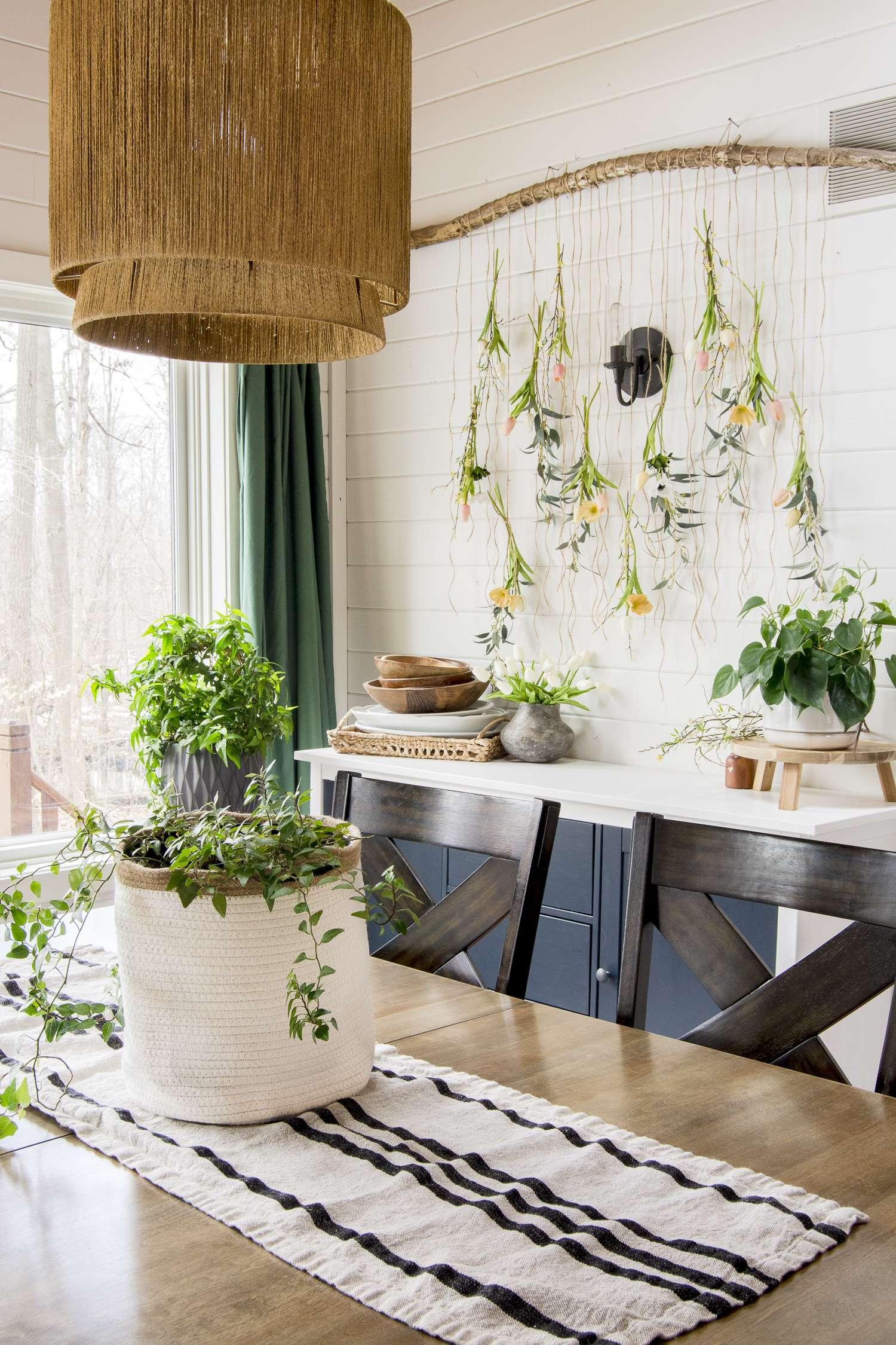 Spring dining room decor ideas.